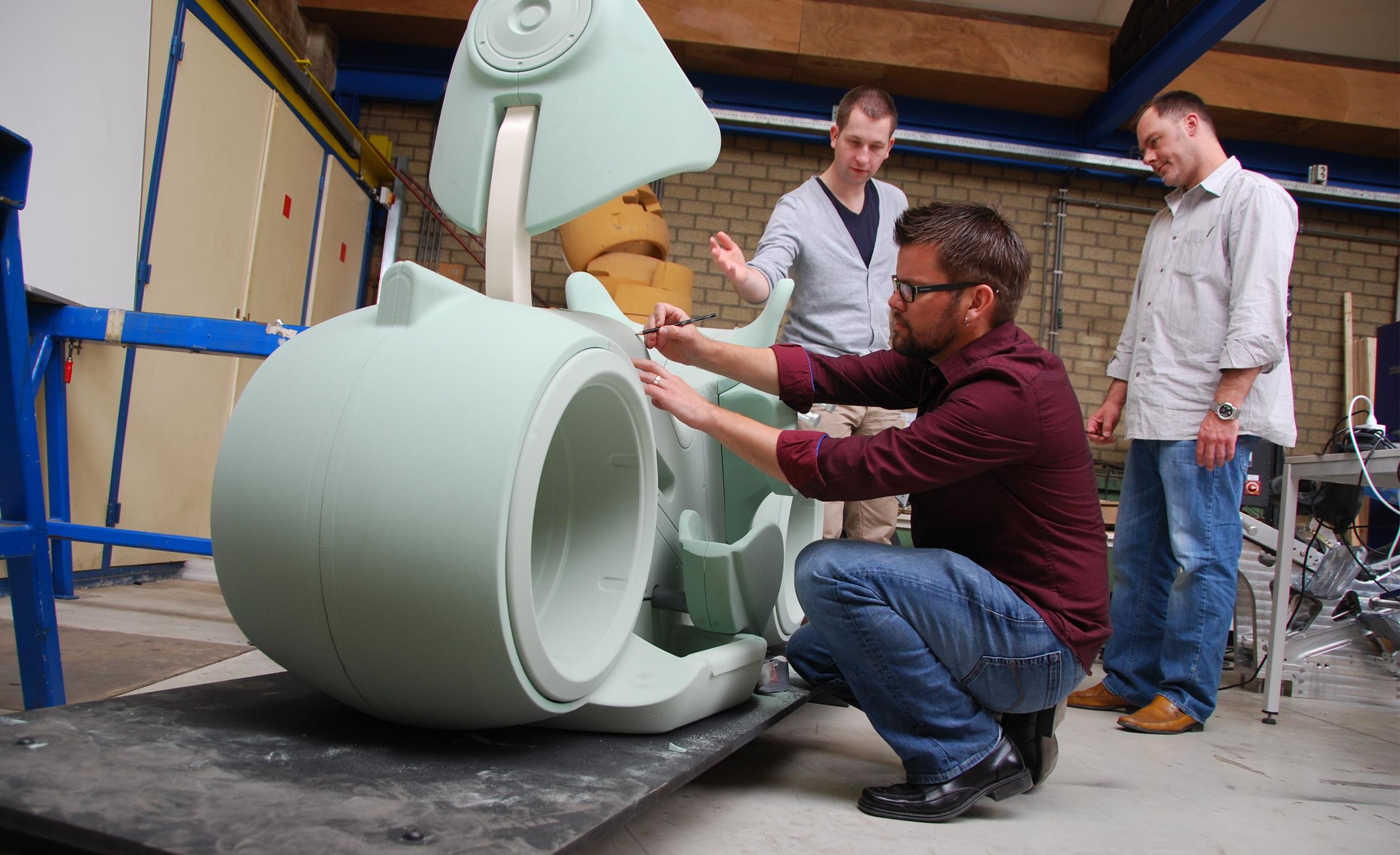 Drake and vehicle designer, Derek Howard, used full size mock-ups to refine the design of the lightcyles.