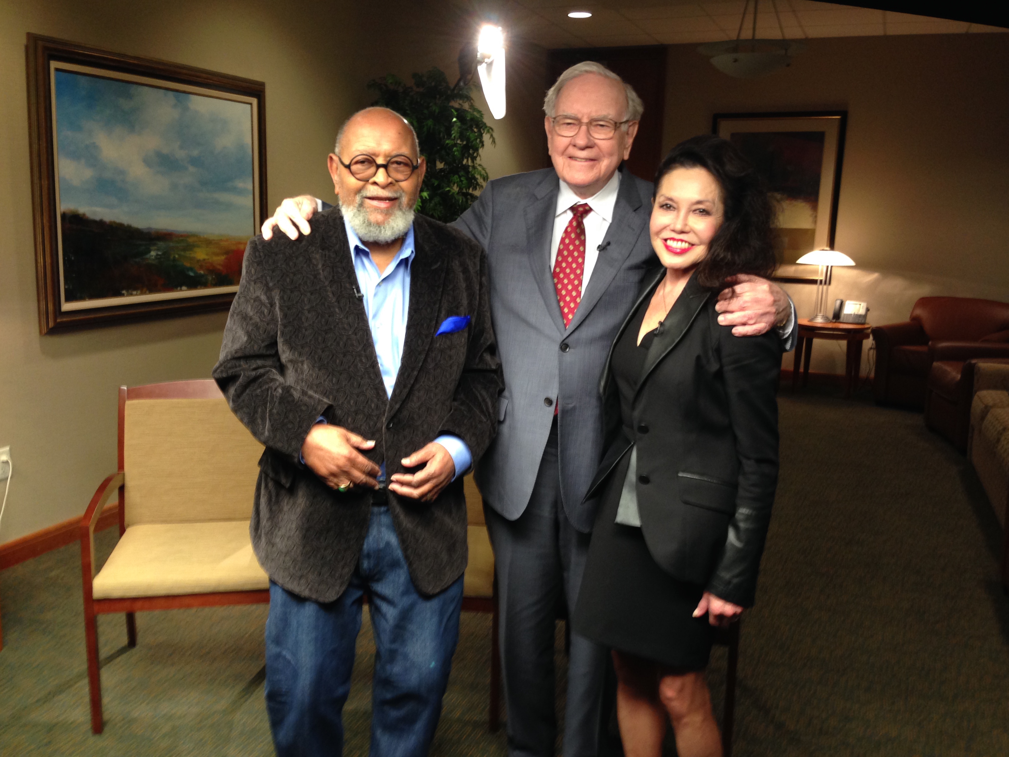 Glide co-founders Reverend Cecil Williams (left) and Janice Mirikitani (right), with Warren Buffett (center).