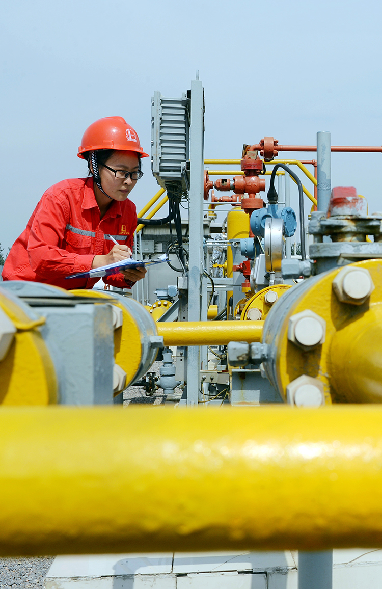 China hopes to fire up economy with cheaper gas