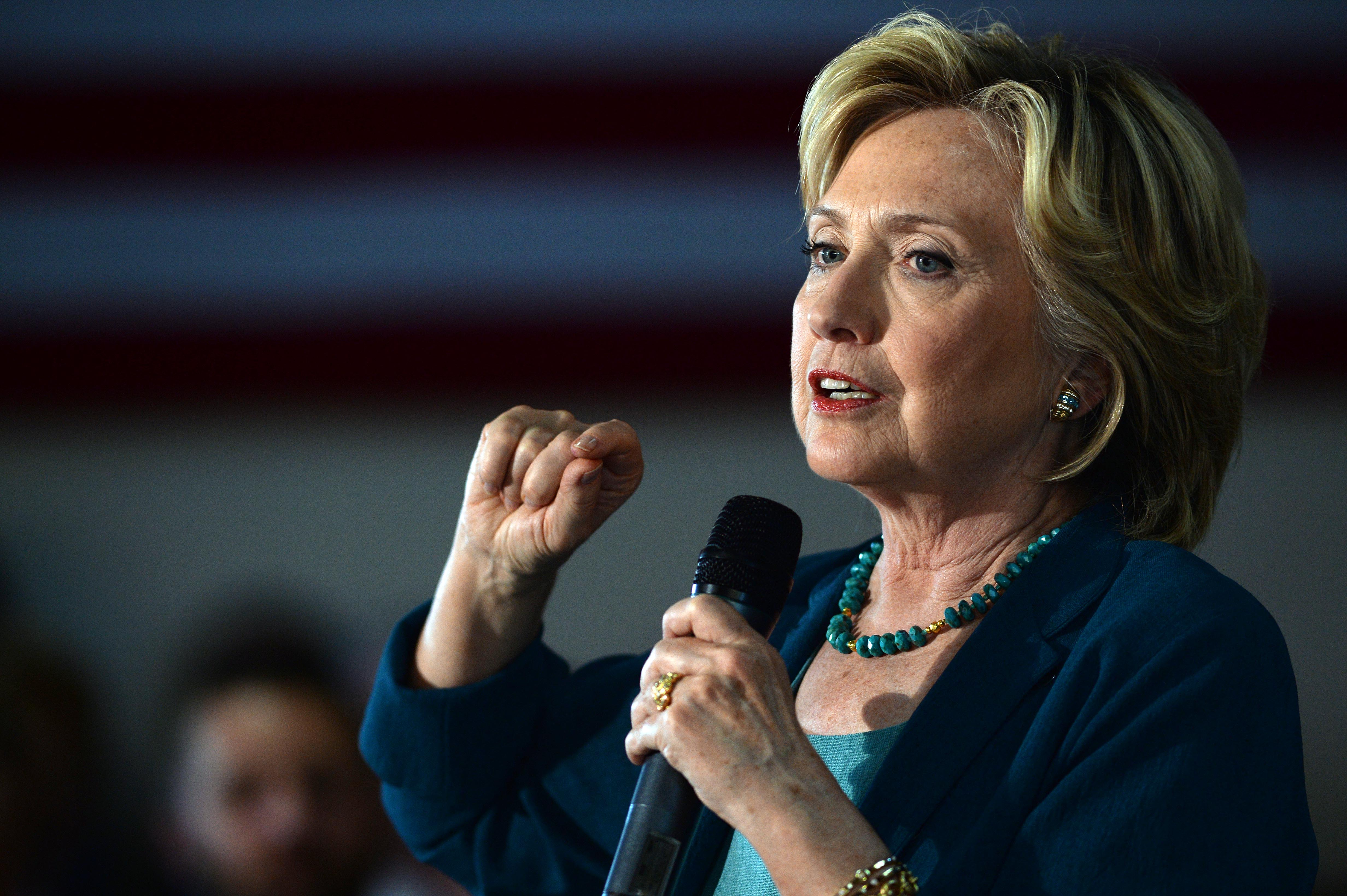 Democratic Presidential Candidate Hillary Clinton Campaigns In New Hampshire