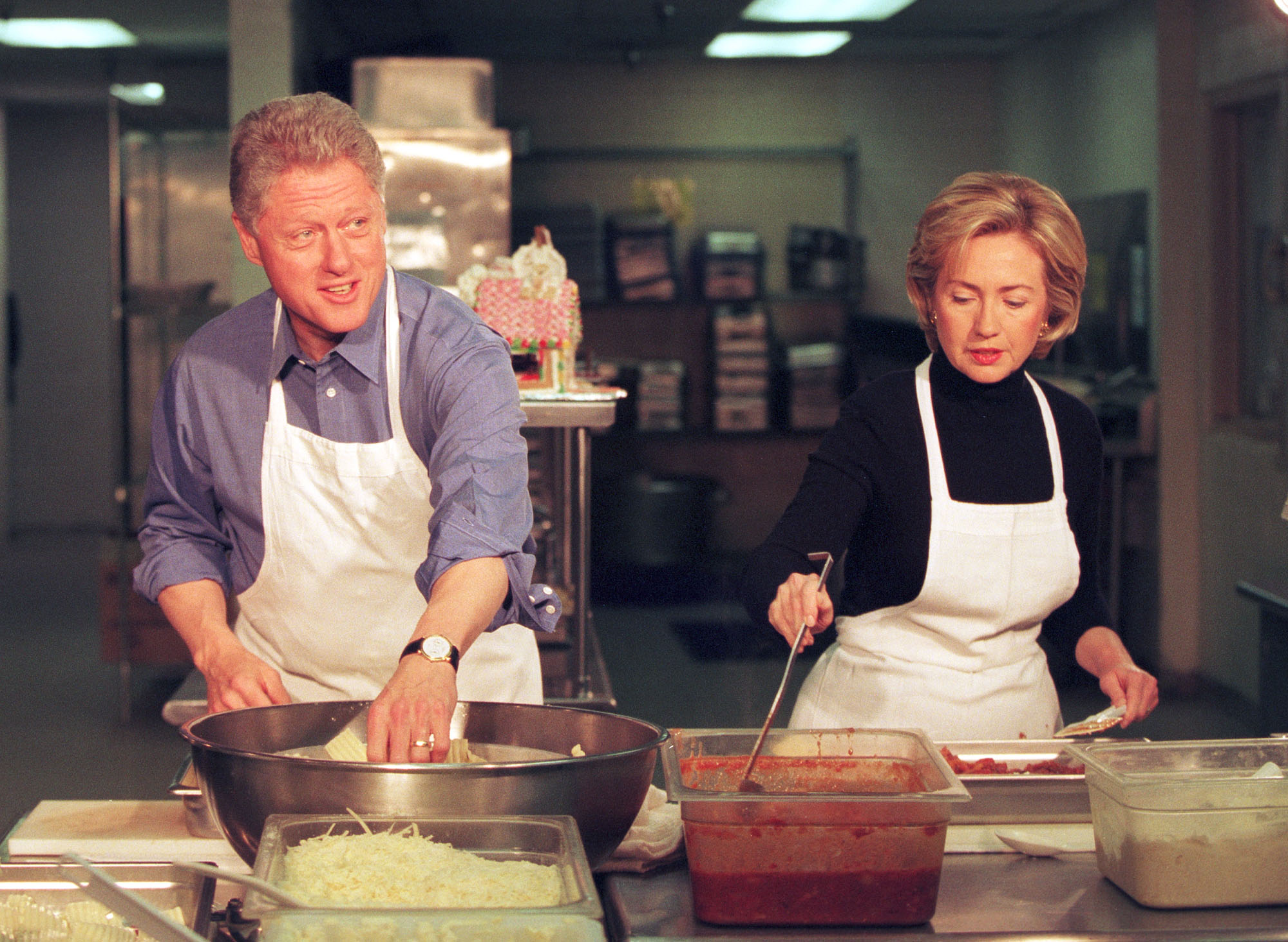 Clintons help out at homeless shelter