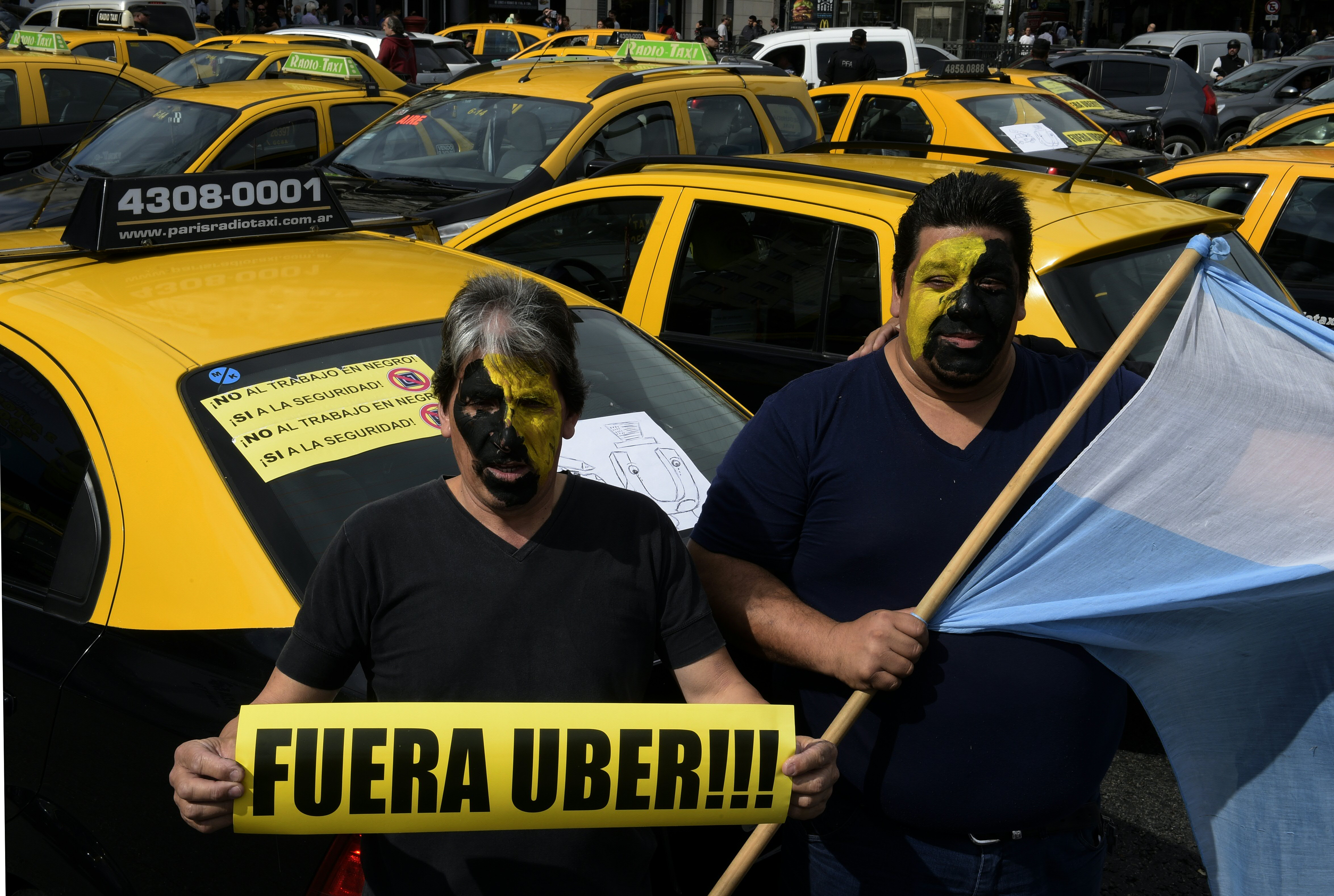 ARGENTINA-TRANSPORT-UBER-TAXI-PROTEST