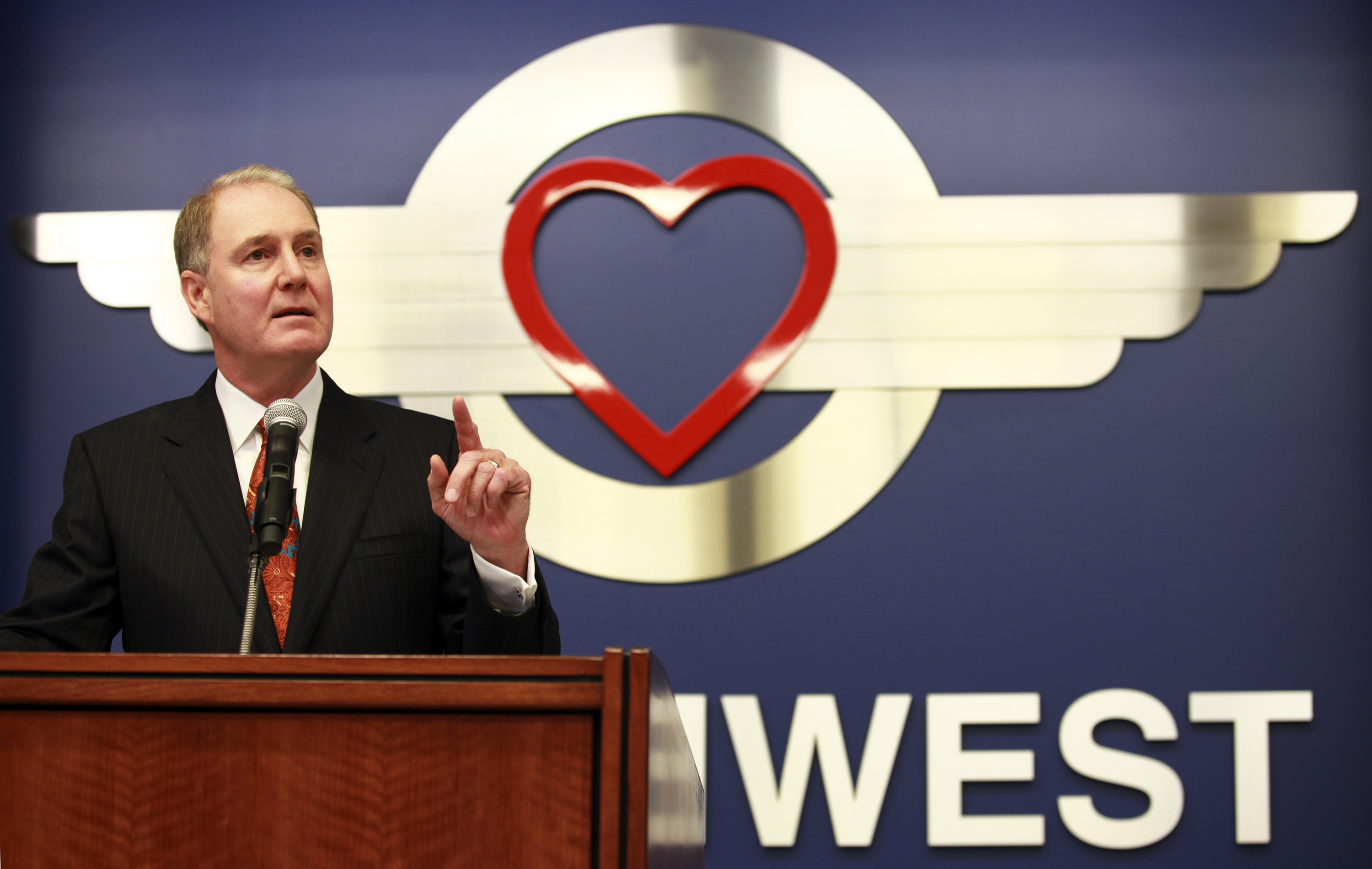 Southwest Airlines CEO Tells Angry Pilots He's 'Not Going Anywhere ...
