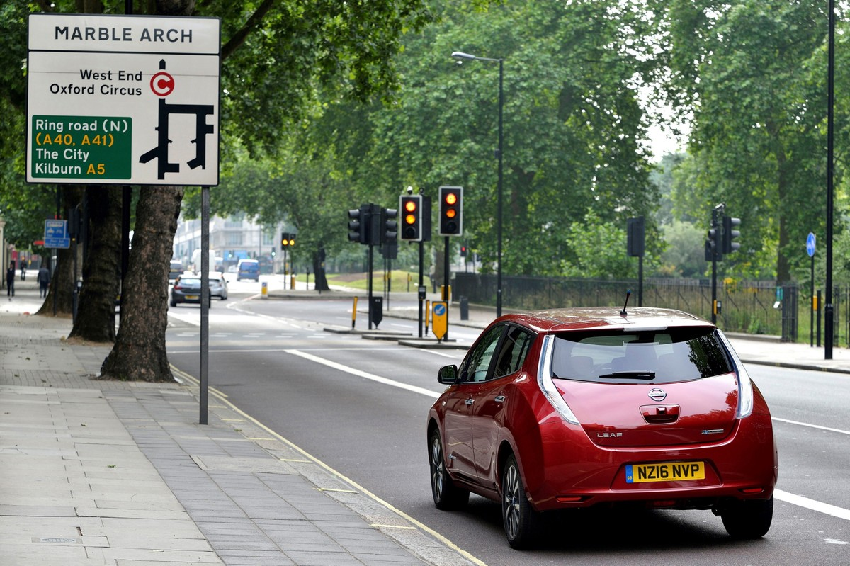 Some Uber drivers in London will be able to lease all-electric Nissan Leafs, starting Wednesday, August 31, 2016.