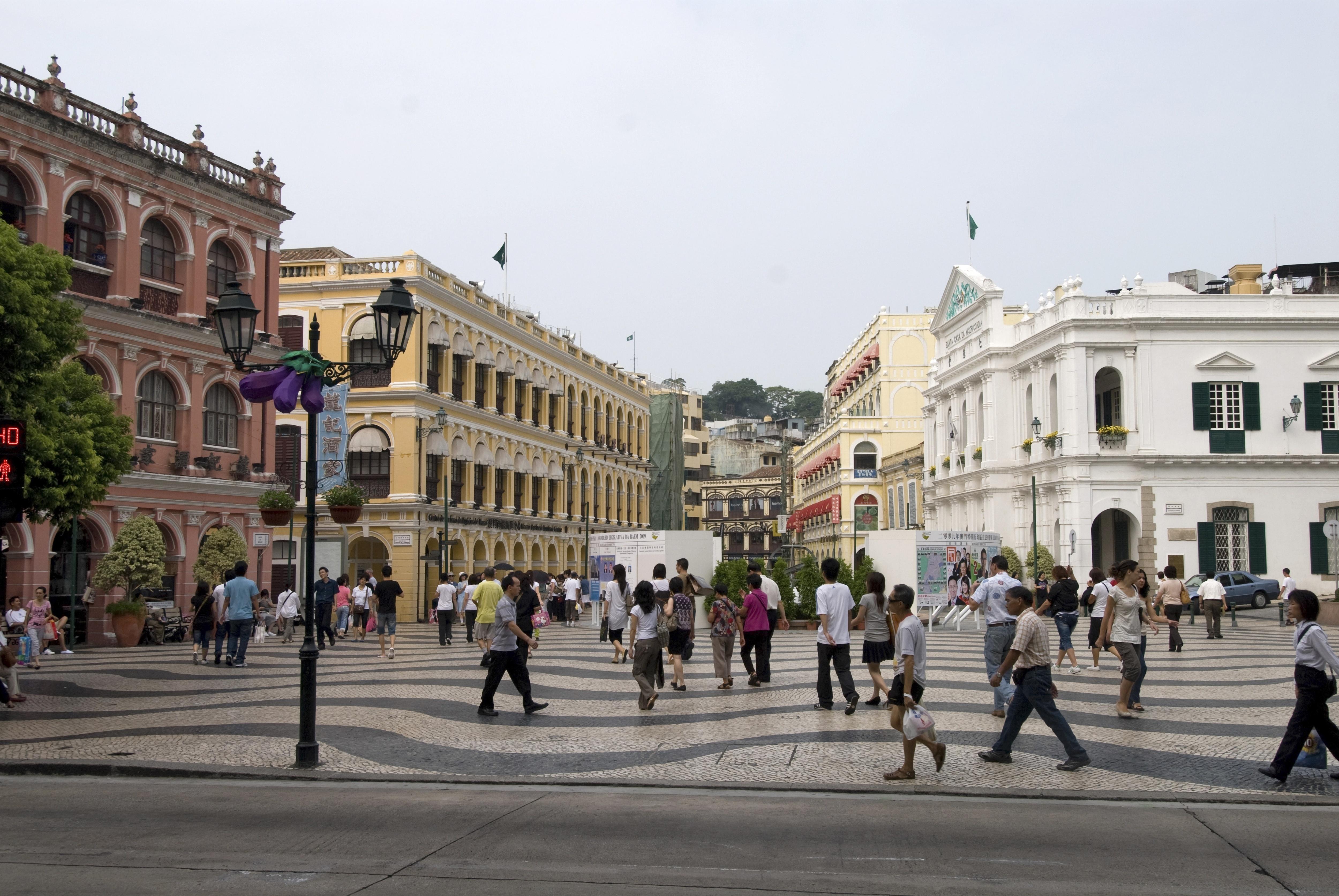 The Largo de Senado, or Senate Square, a pedestrianised