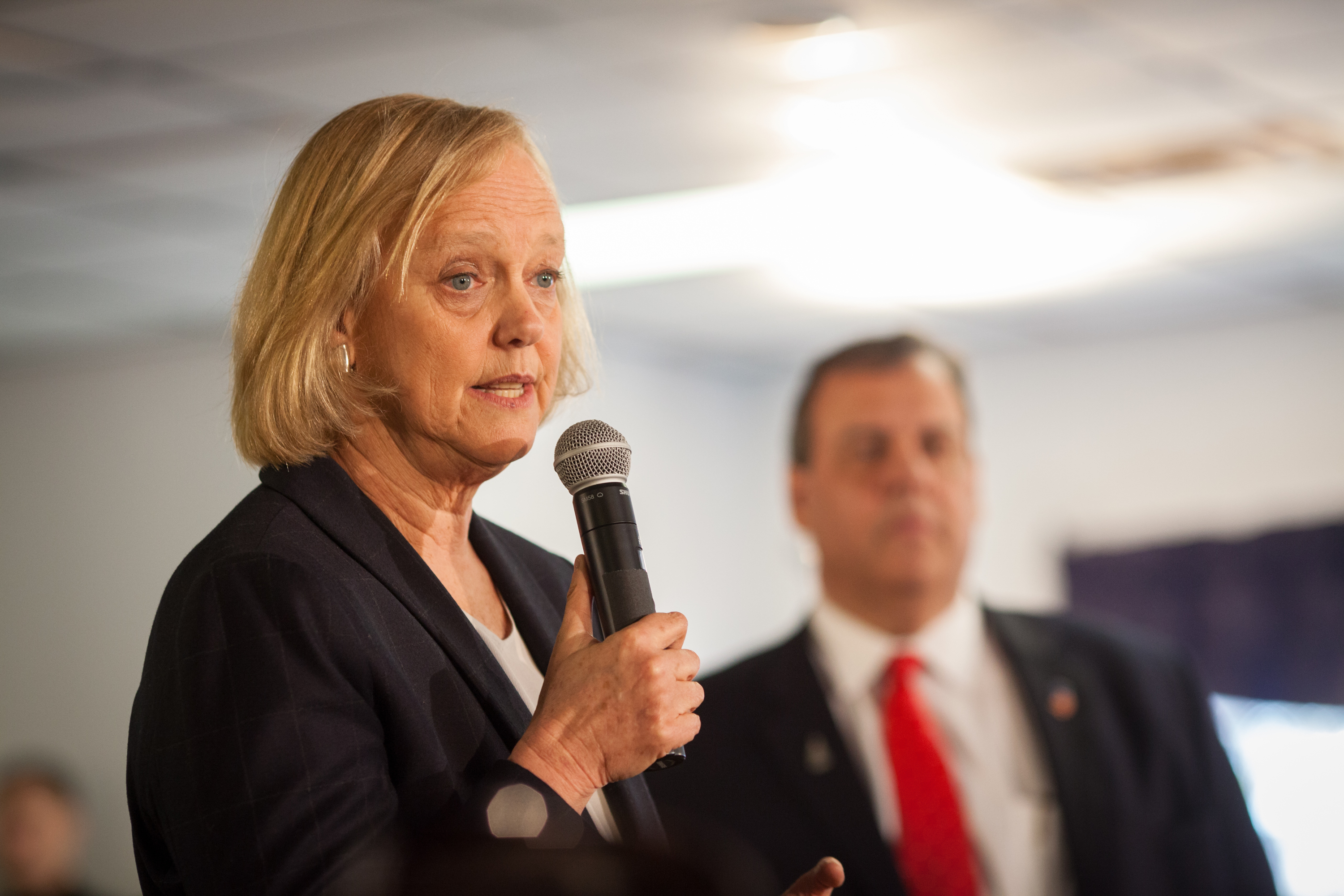 Meg Whitman Joins Chris Christie For Town Hall In New Hampshire