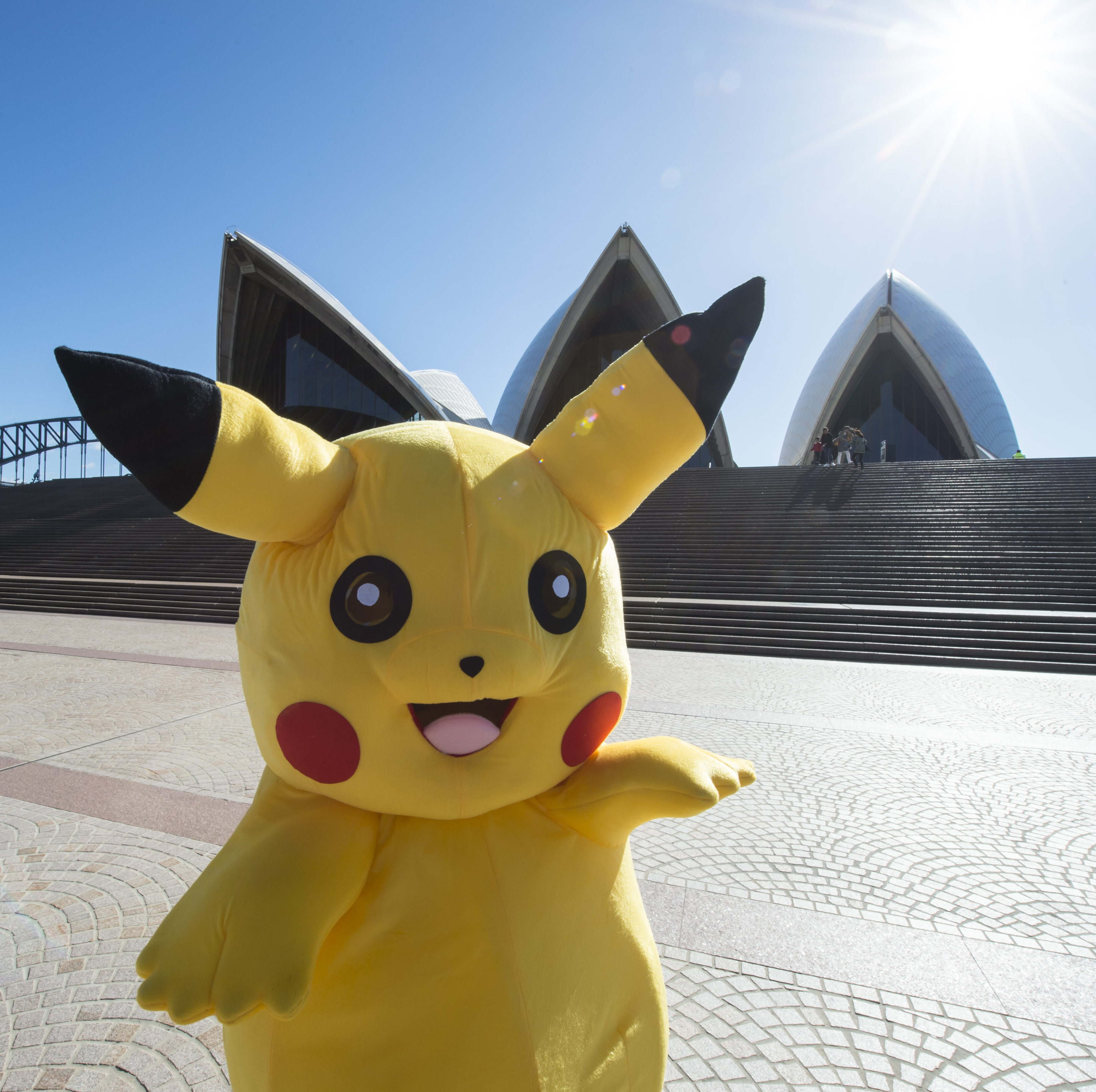 Pokemon GO Fans Chase Giant Pikachu Through Streets Of Sydney