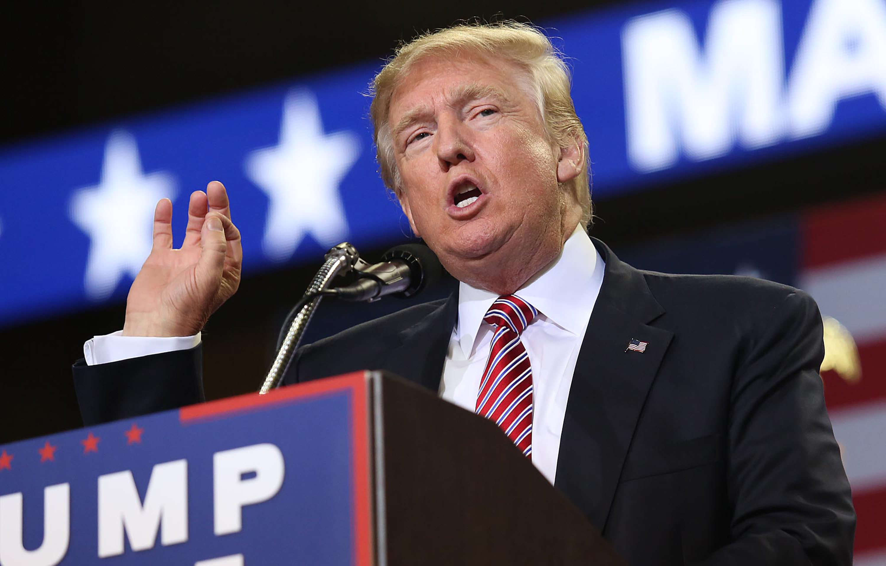 Subdued Trump tells home builders heâs one of them