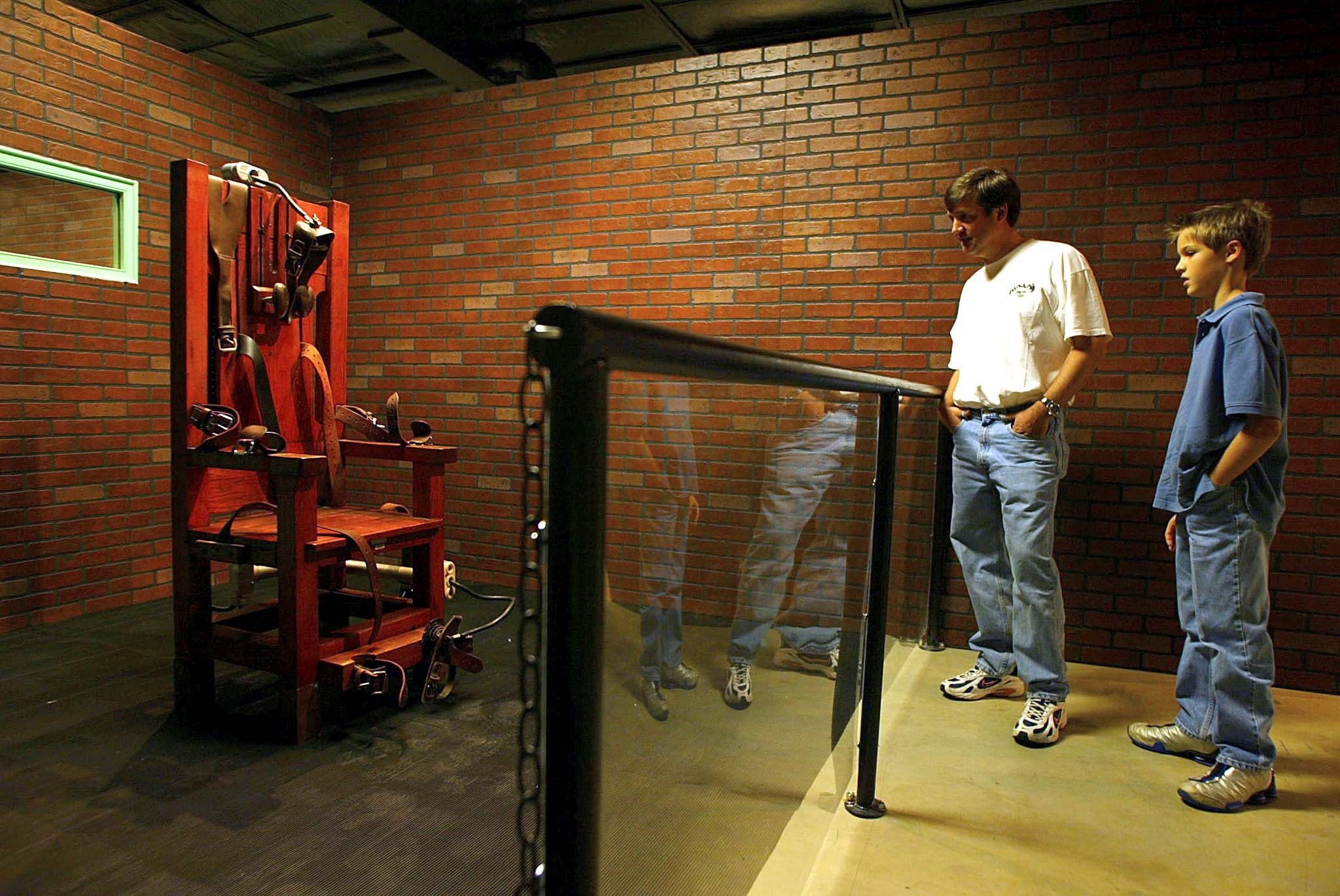 US-TEXAS PRISON MUSEUM-OLD SPARKY-VISITORS