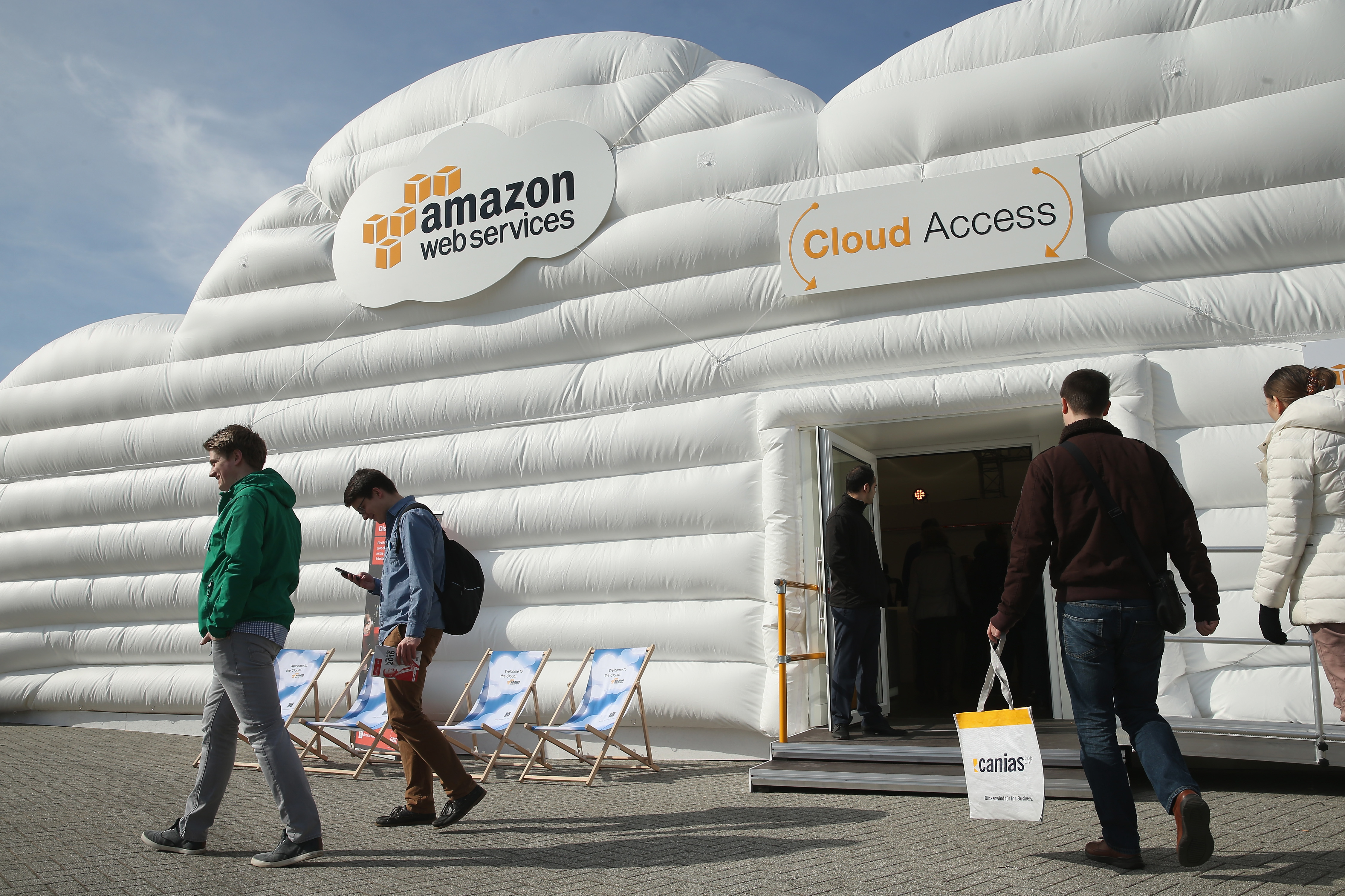 microsoft cloud and walmart to compete against amazon web service