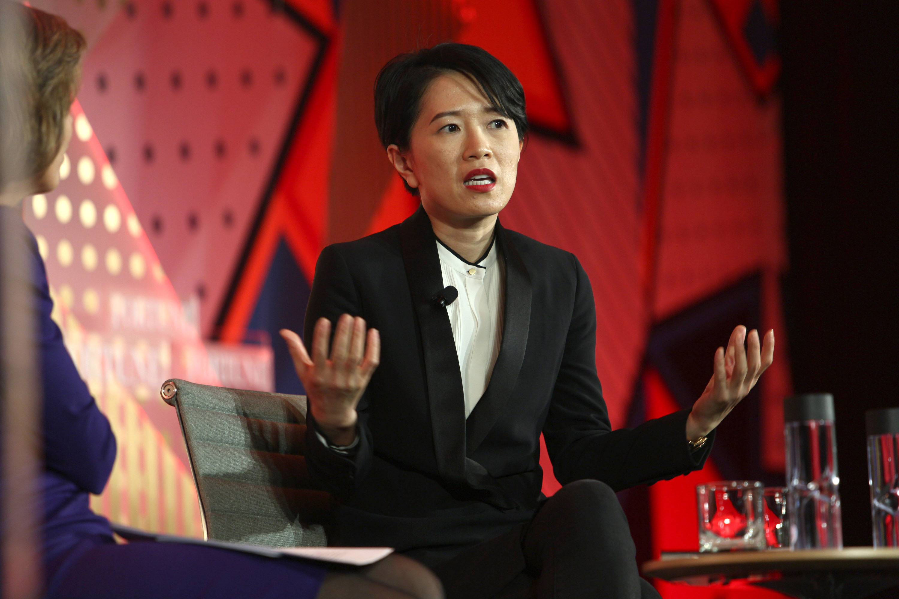 1:1 LEADING WITH PURPOSE How innovation and collaboration lead to business success. Rachel Duan, President and CEO, GE Greater ChinaInterviewer: Pattie Sellers, Fortune
