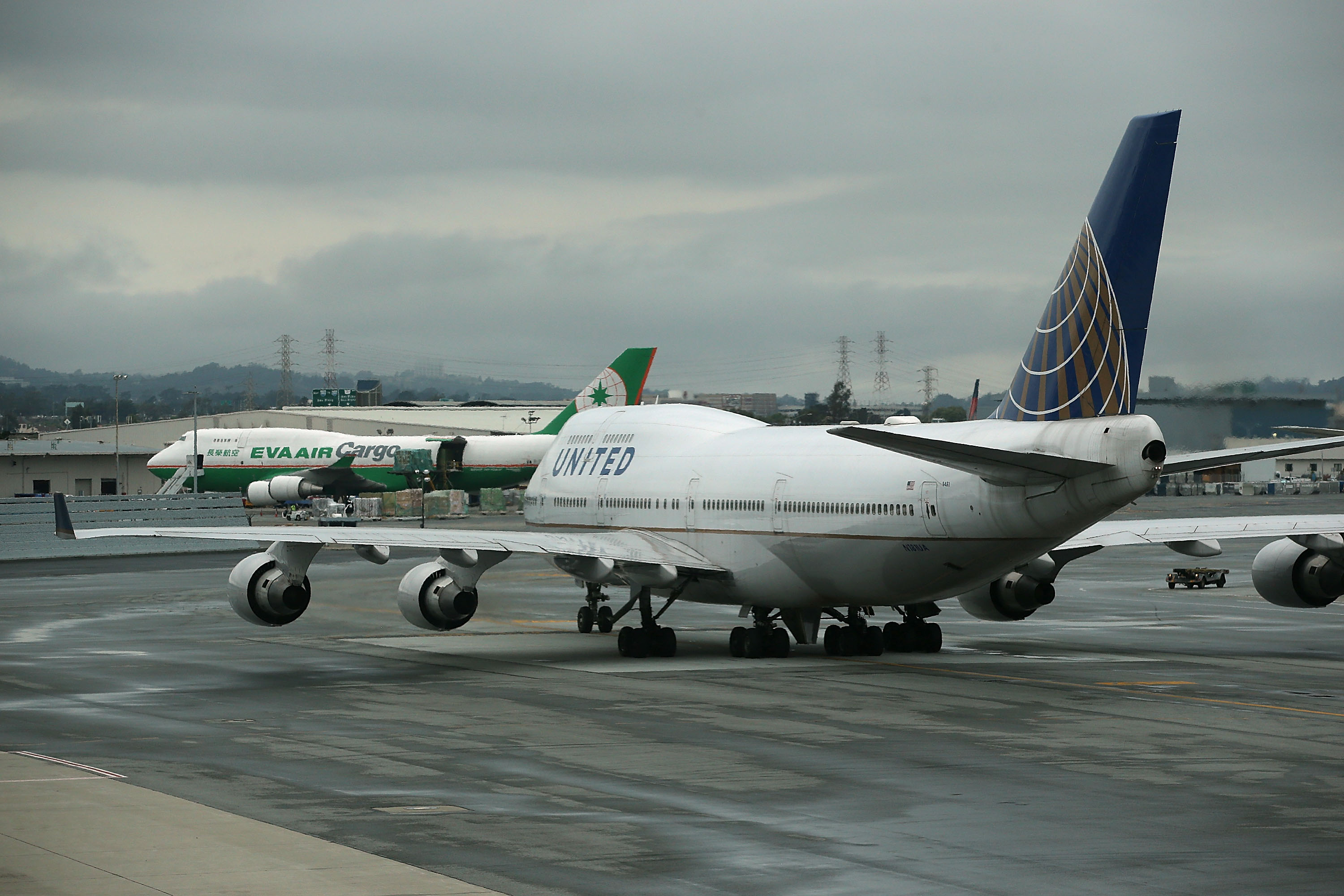 EPA To Regulate Greenhouse Gas Emissions From Airplanes