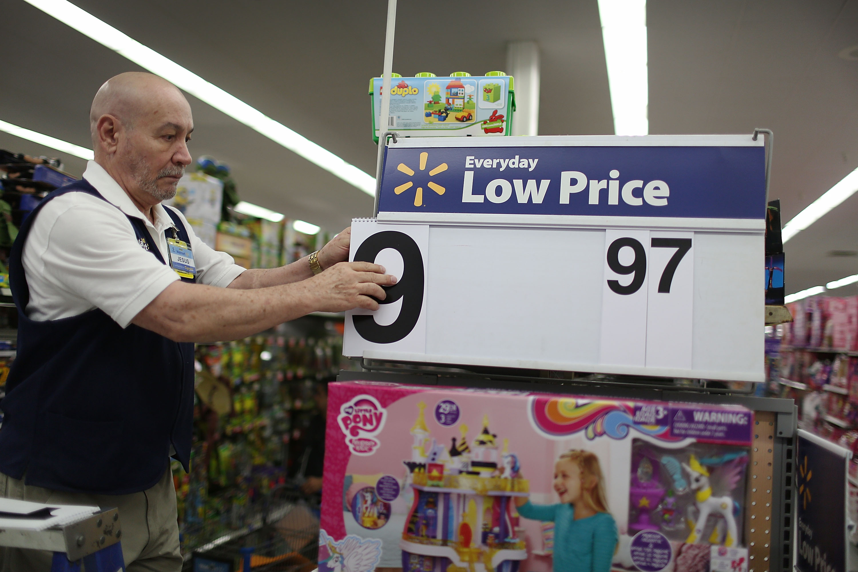 Wal-Mart's second quarter sales surpass its competitors, including Target.