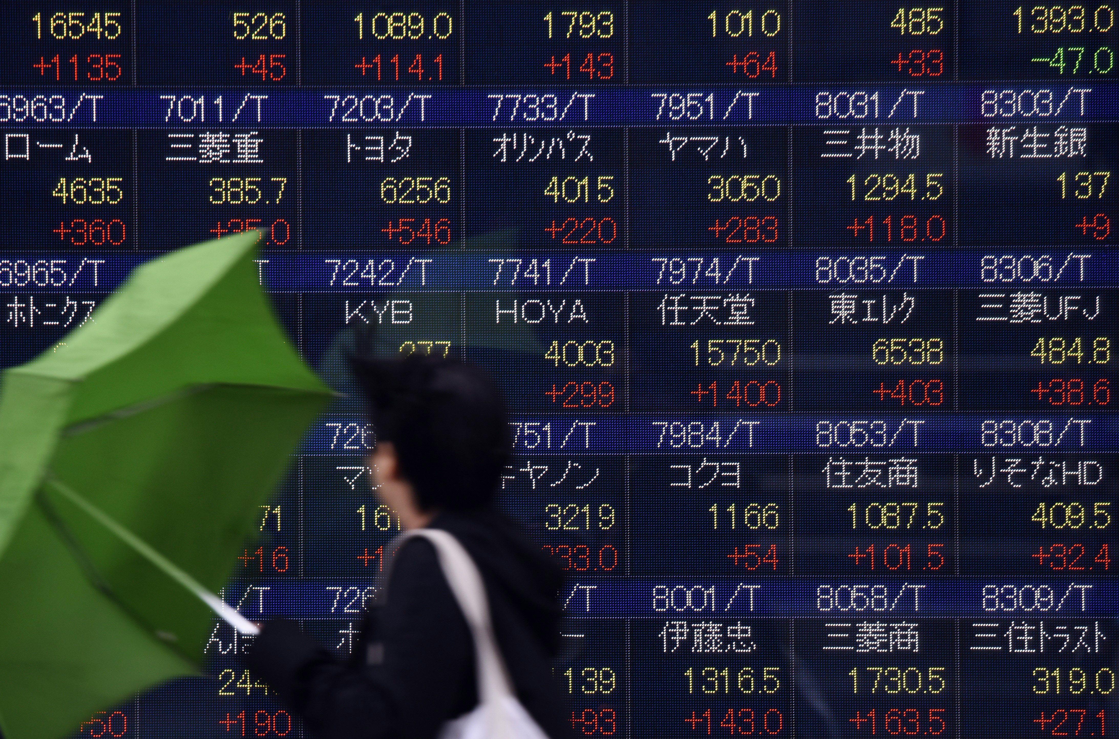 TOPSHOT-JAPAN-MARKETS-STOCKS