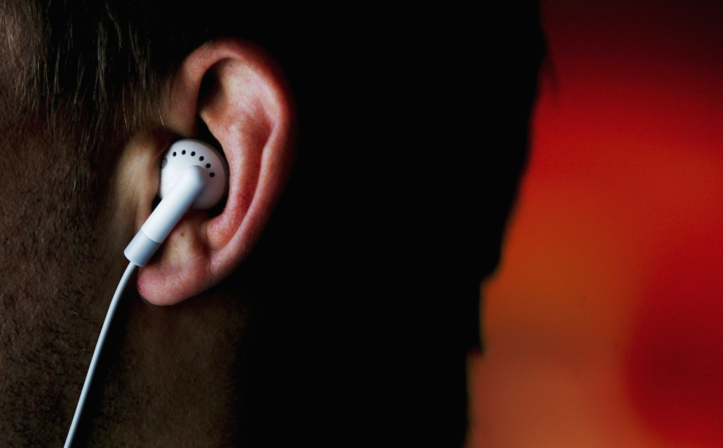 iPods Linked To Hearing Problems