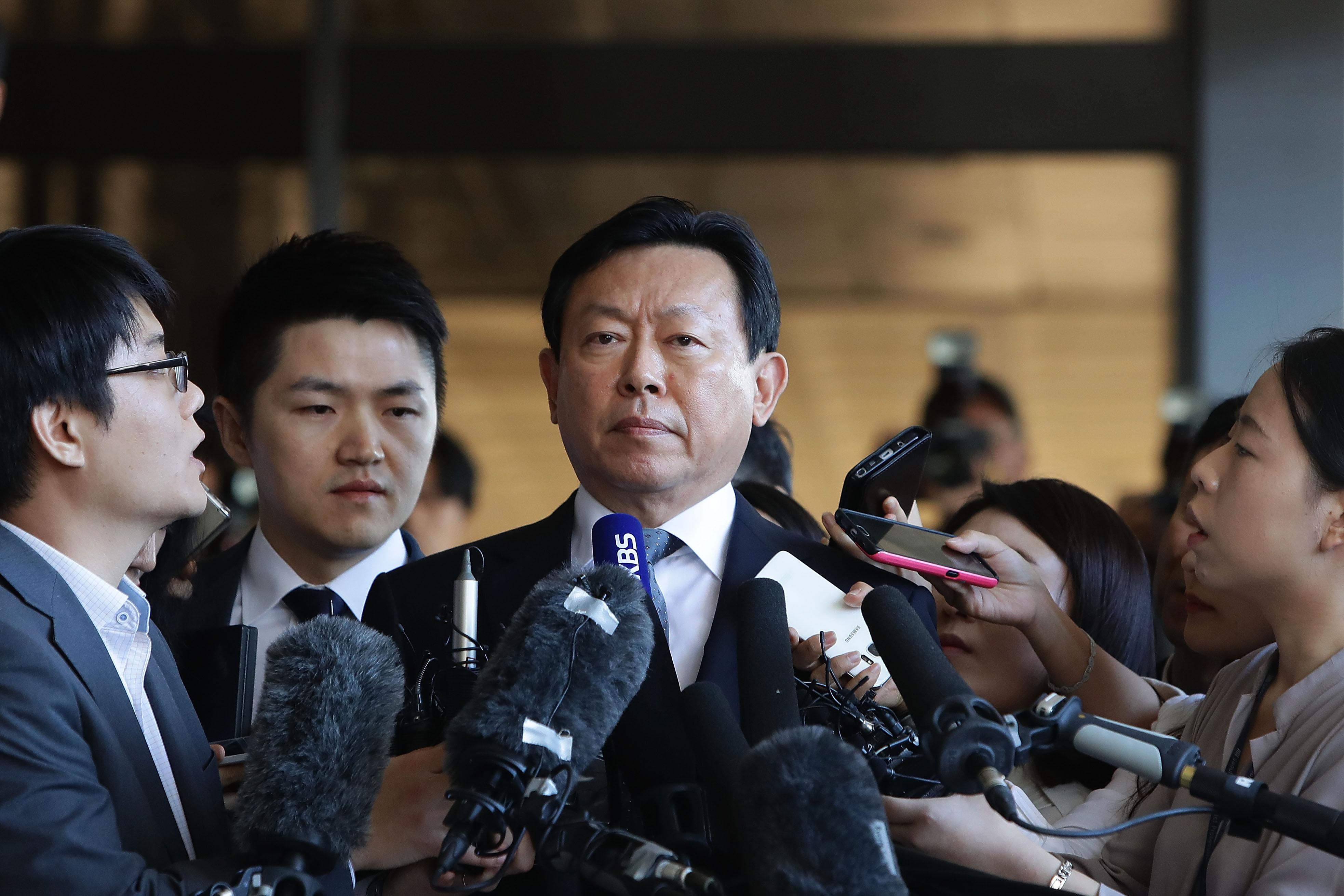 Lotte Shin Dong-bin Summoned By Prosecutors
