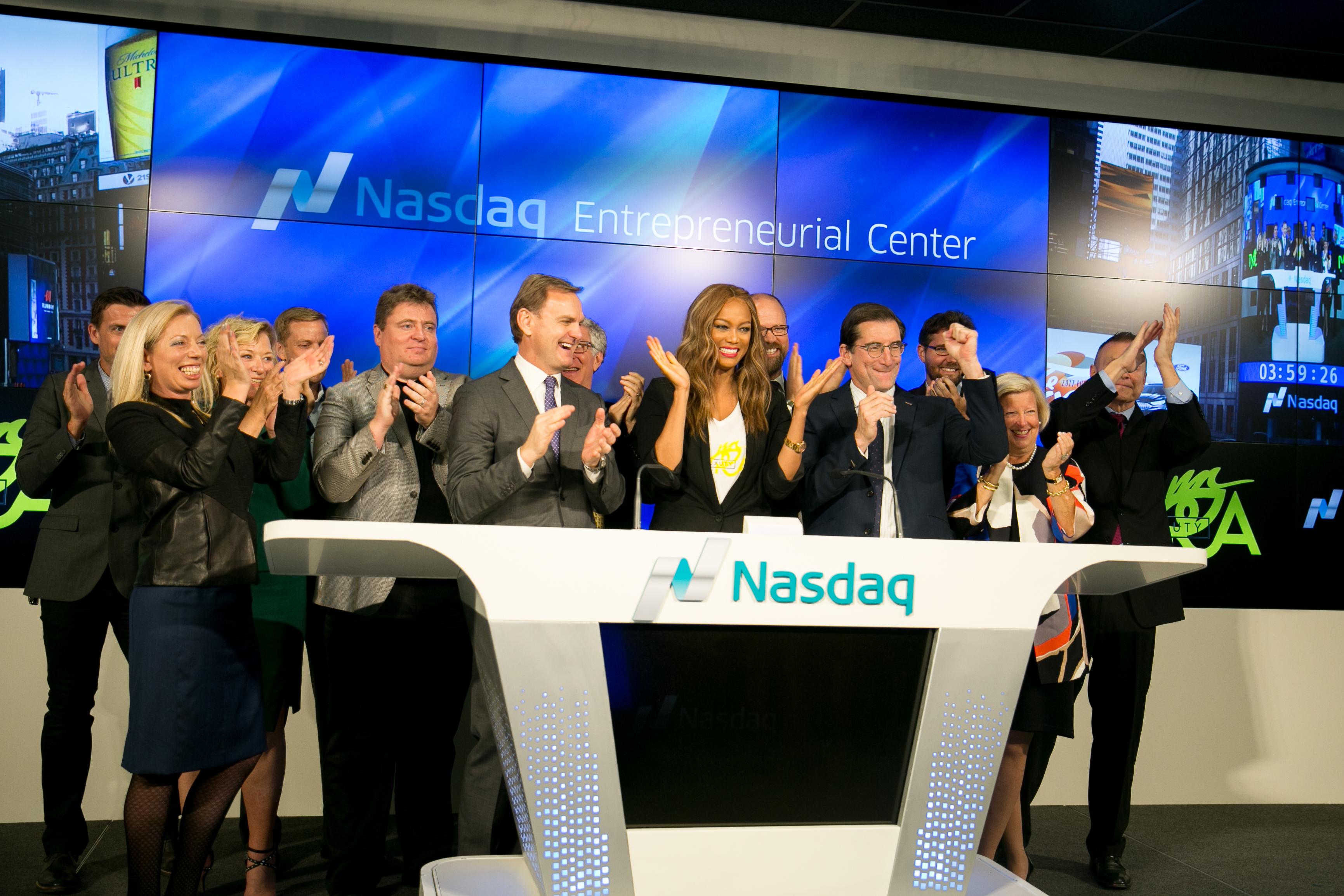 Tyra Banks, center, waits to ring the markets closing bell at NASDAQ's Entrepreneurial Center in San Francisco.