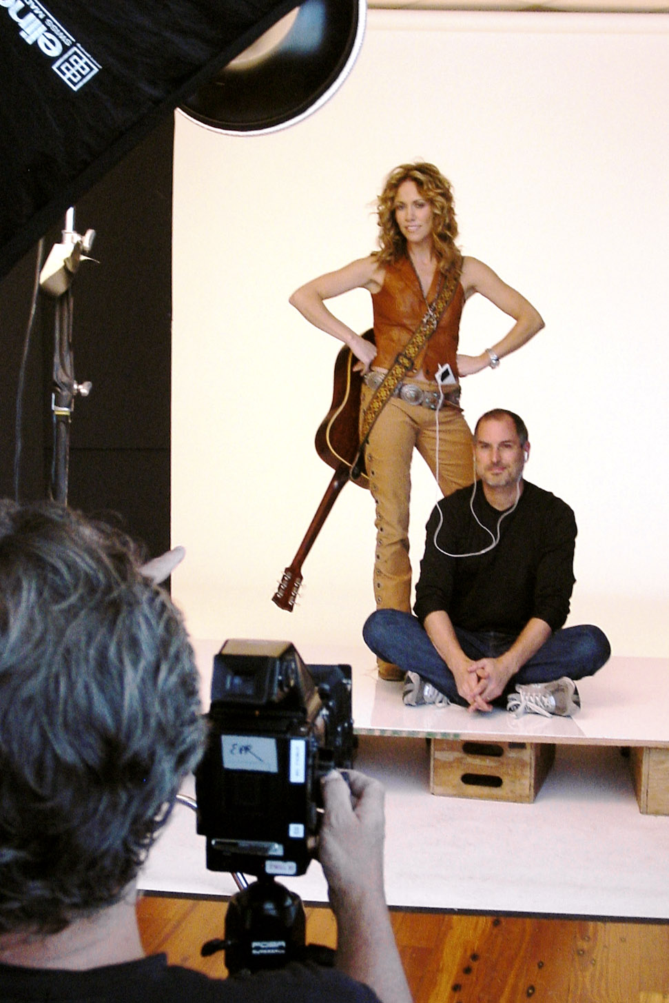 2003, Cover Shoot: When photographer Michael O'Neill shot singer Sheryl Crow and Jobs for a Fortune cover, Schlender was there with a digital camera of his own.