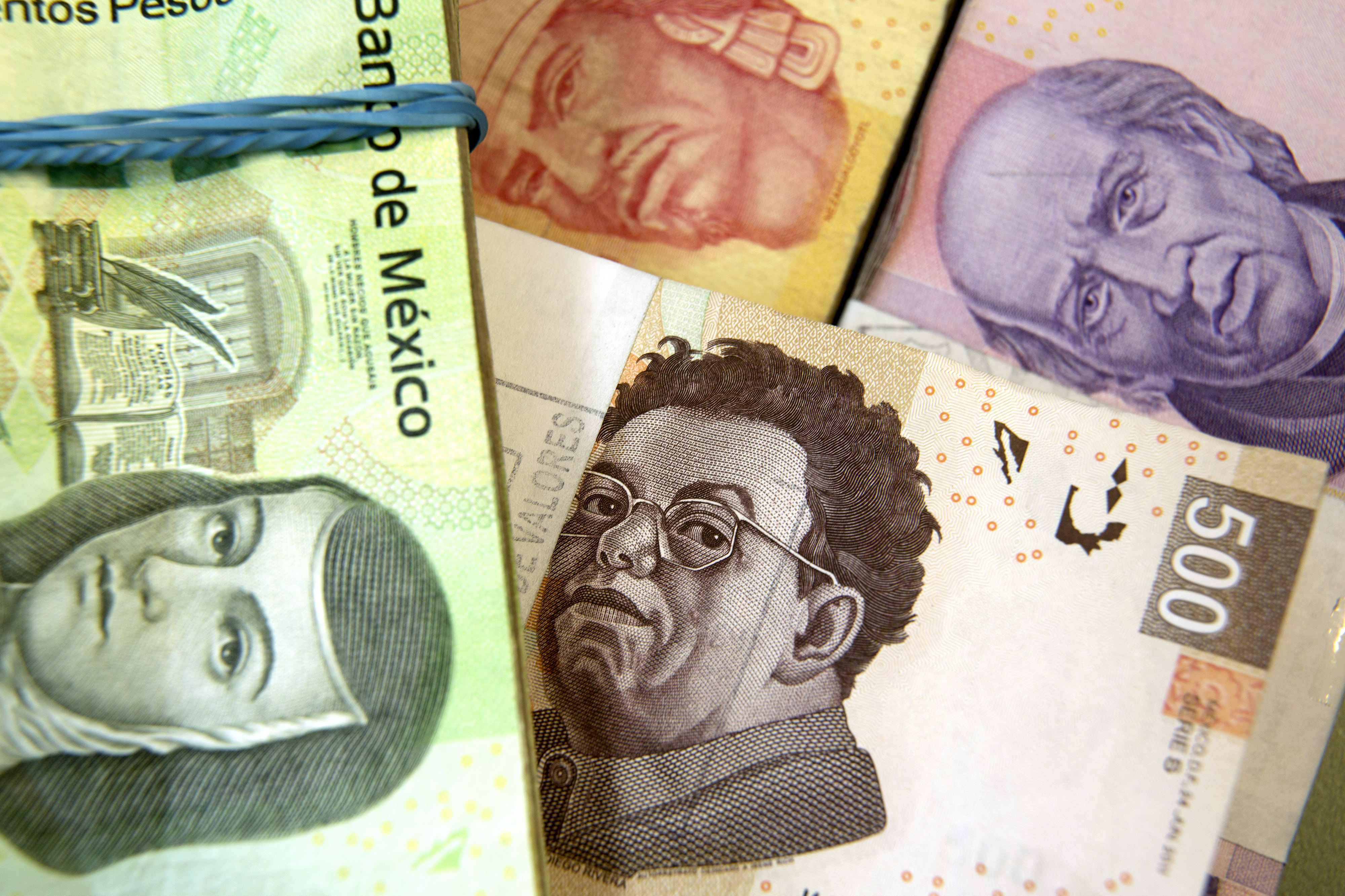 Mexican Bond Returns Bolstered By Rise in Peso