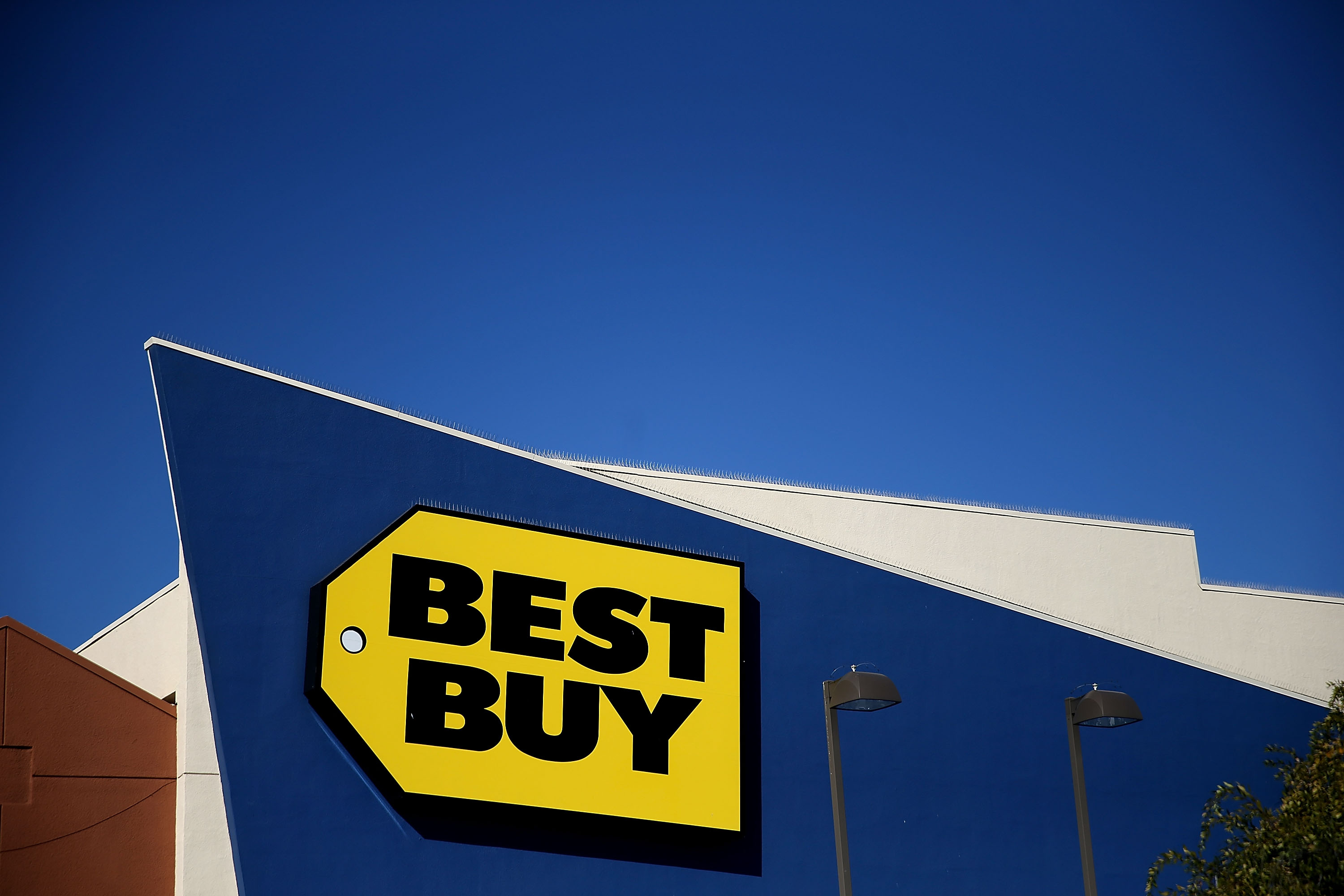 Big Box Retailer Best Buy Post Better Than Expected Earnings