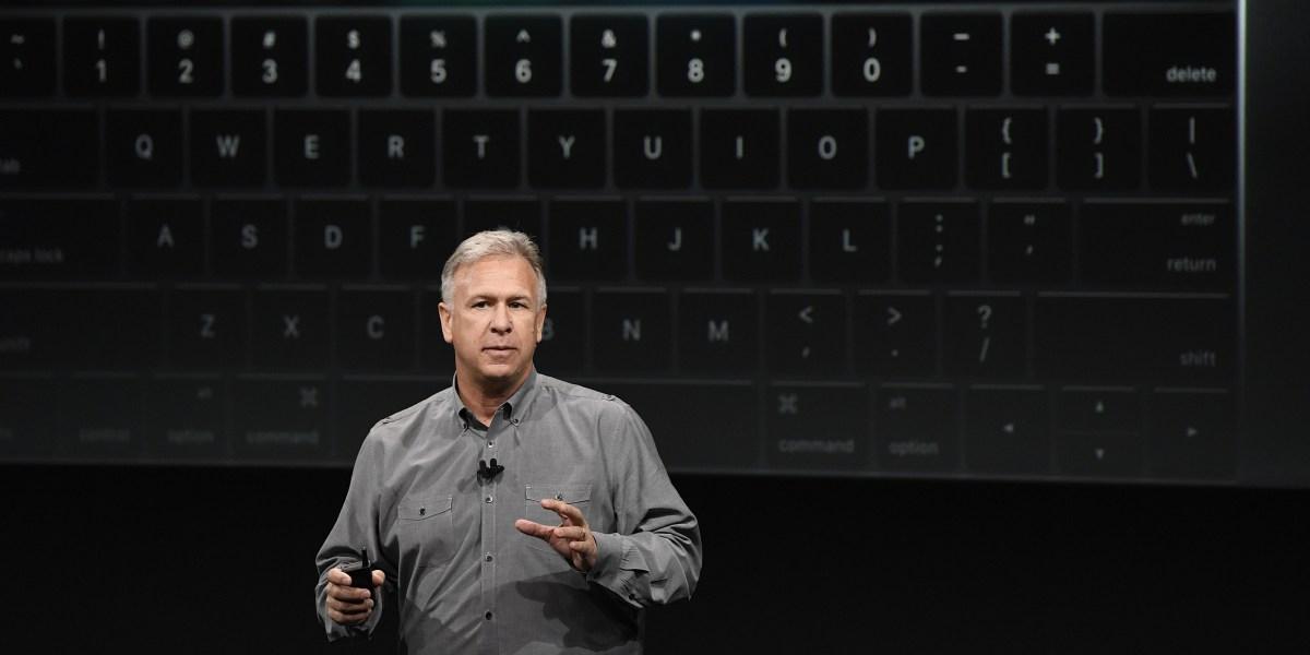 Apple S Phil Schiller Opens App Center In India Fortune