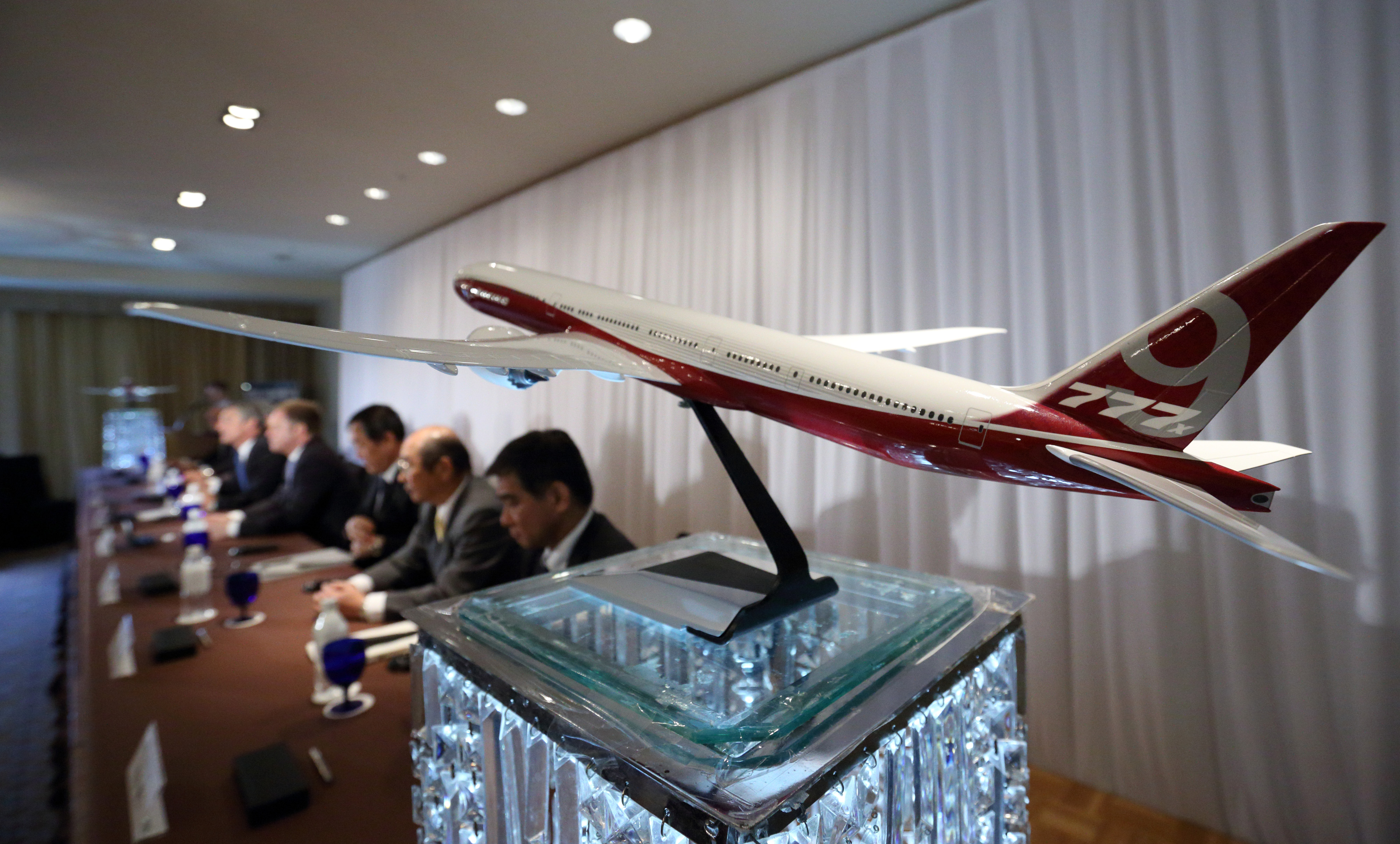 A model of the Boeing 777X aircraft.