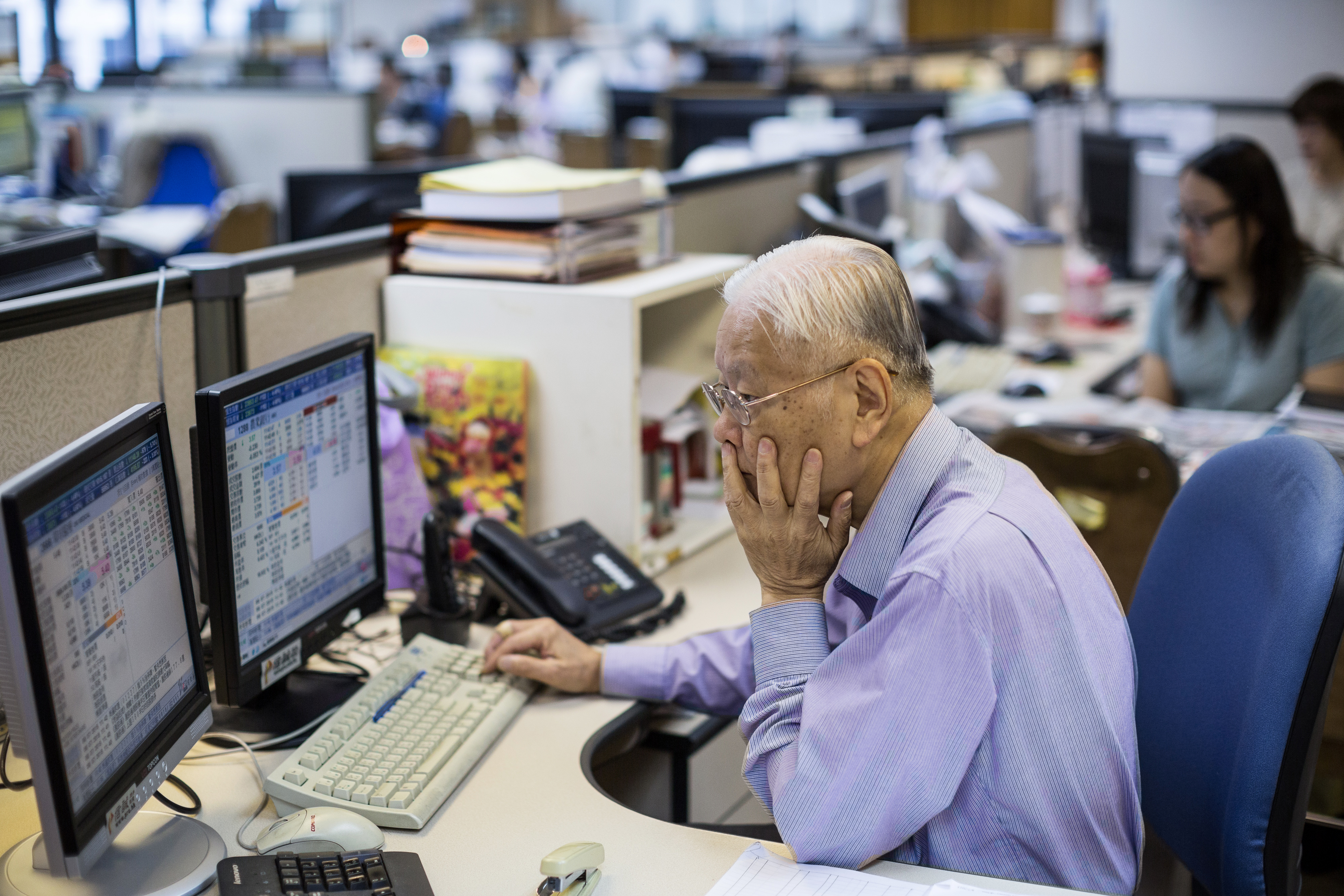 Inside A Securities Brokerage And General Stock Market Illustrations As China Stocks Plunge