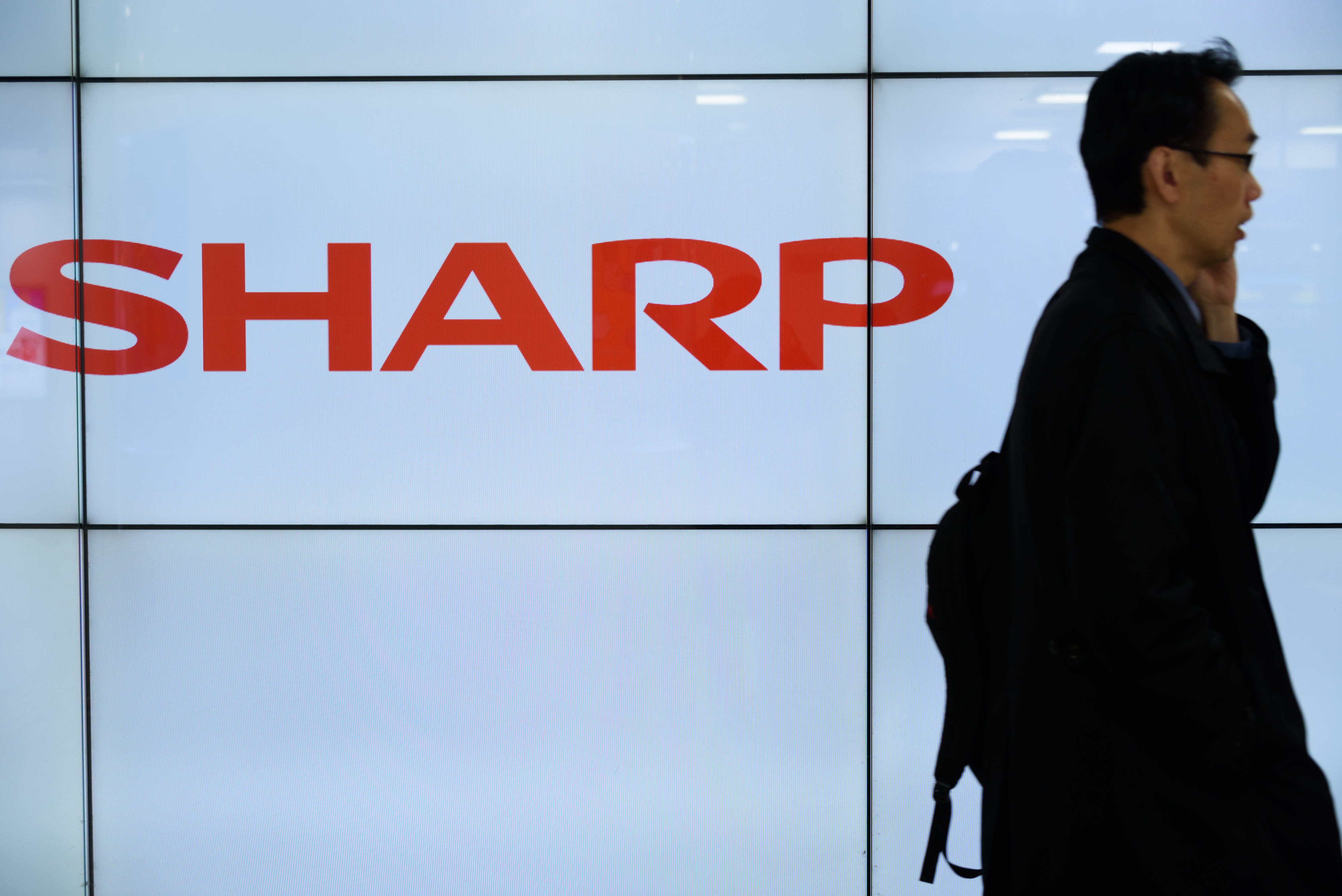 Sharp Said to Favor INCJ's Rescue Plan Over Higher Foxconn Offer