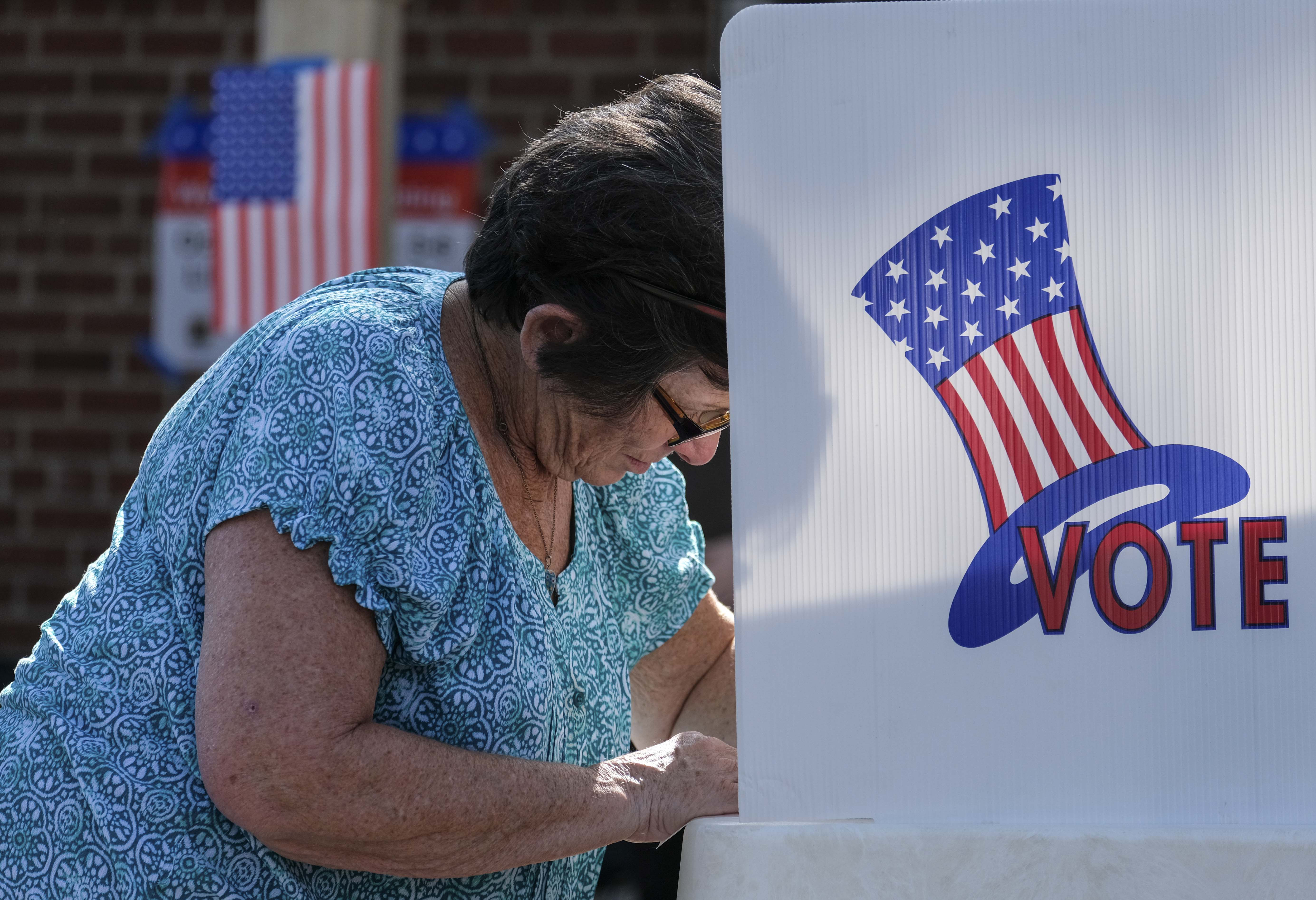 A voter fills out her ballot at a polling station in Los Angeles, California, the United States, on Nov. 6, 2016.