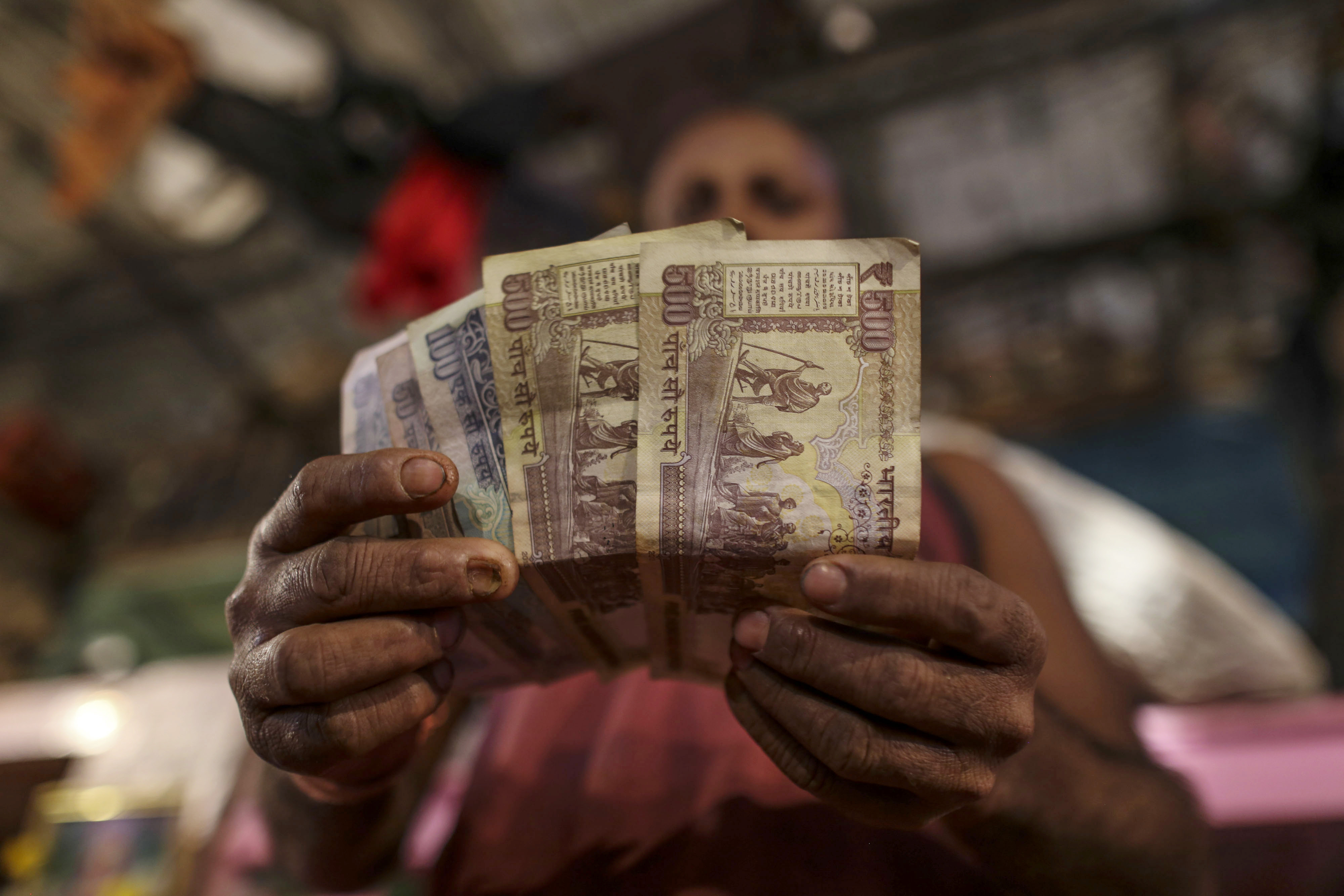 Business Suffers As India Struggles to Replace Banned Cash