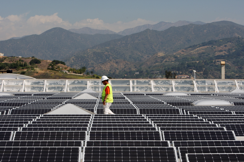 Schwarzenegger Tours Solar Panel Roof Of A Sam's Club