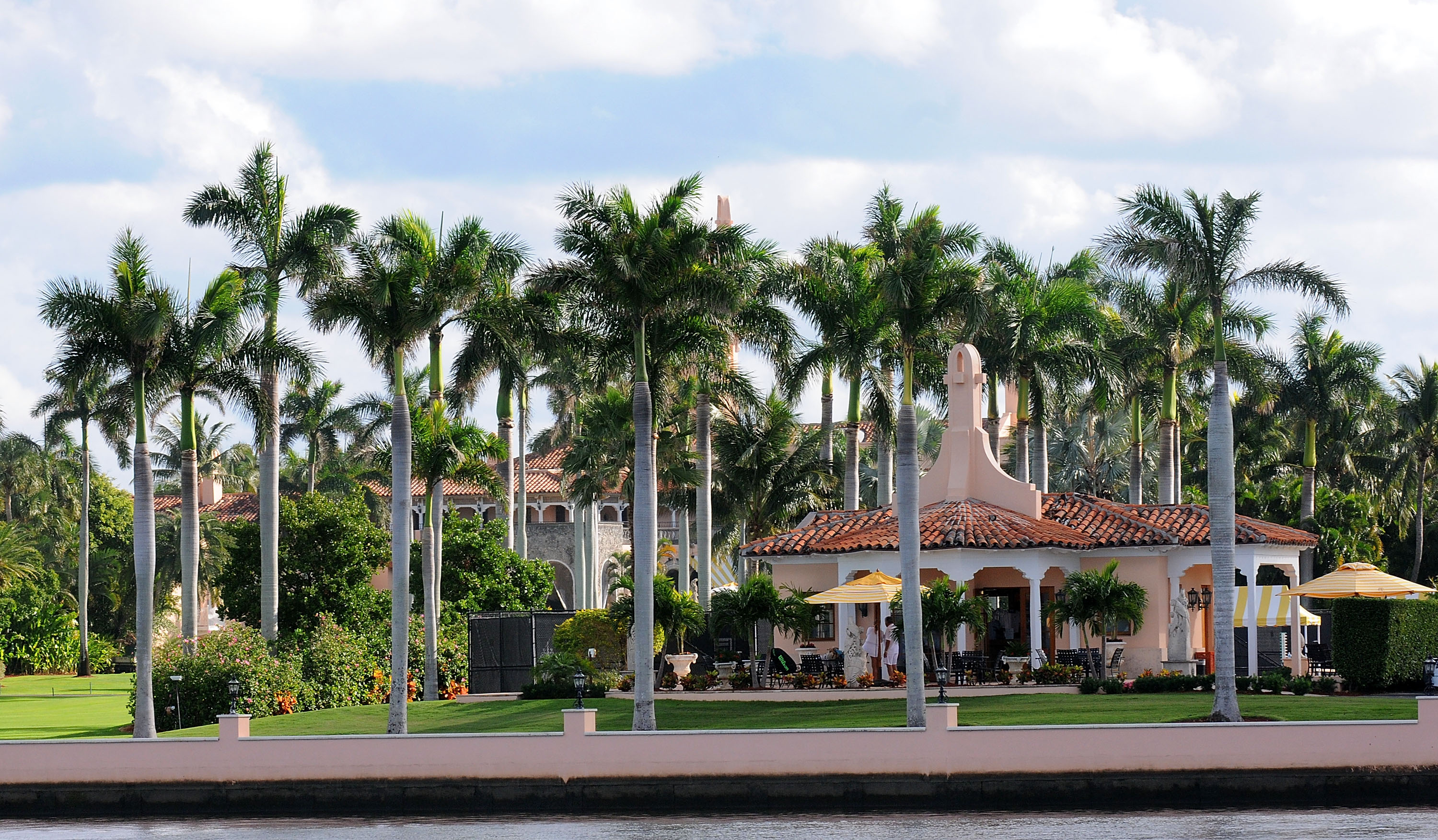 Donald Trump Spends Thanksgiving At His Mar-A-Lago Retreat In Palm Beach