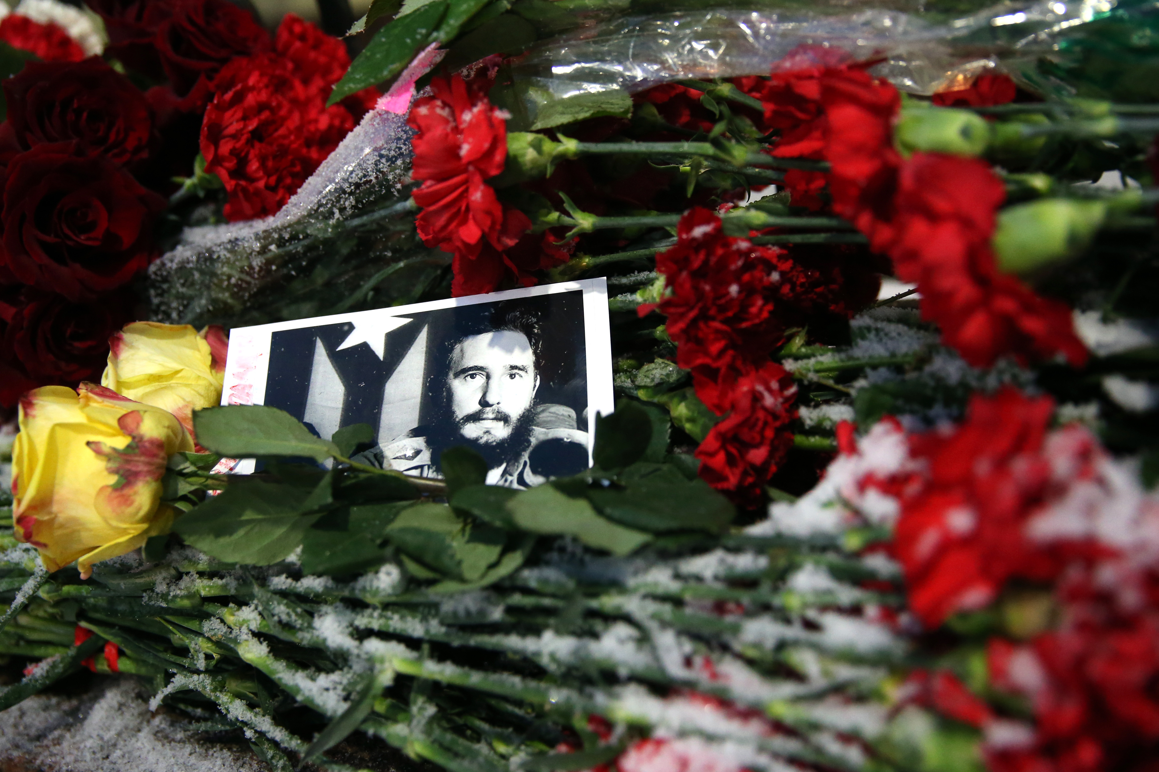 Flowers at Cuban Embassy in Moscow in memory of Fidel Castro