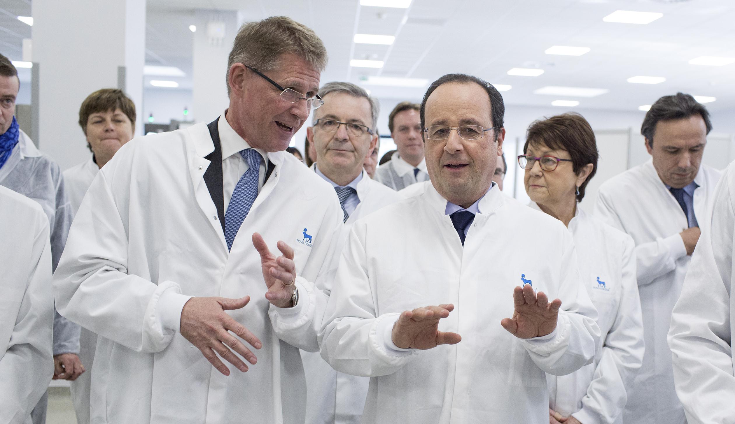 Deplacement du President de la Republique a Chartres, visite de l'unite de production d'insuline du groupe pharmaceutique danois Novo Nordisk