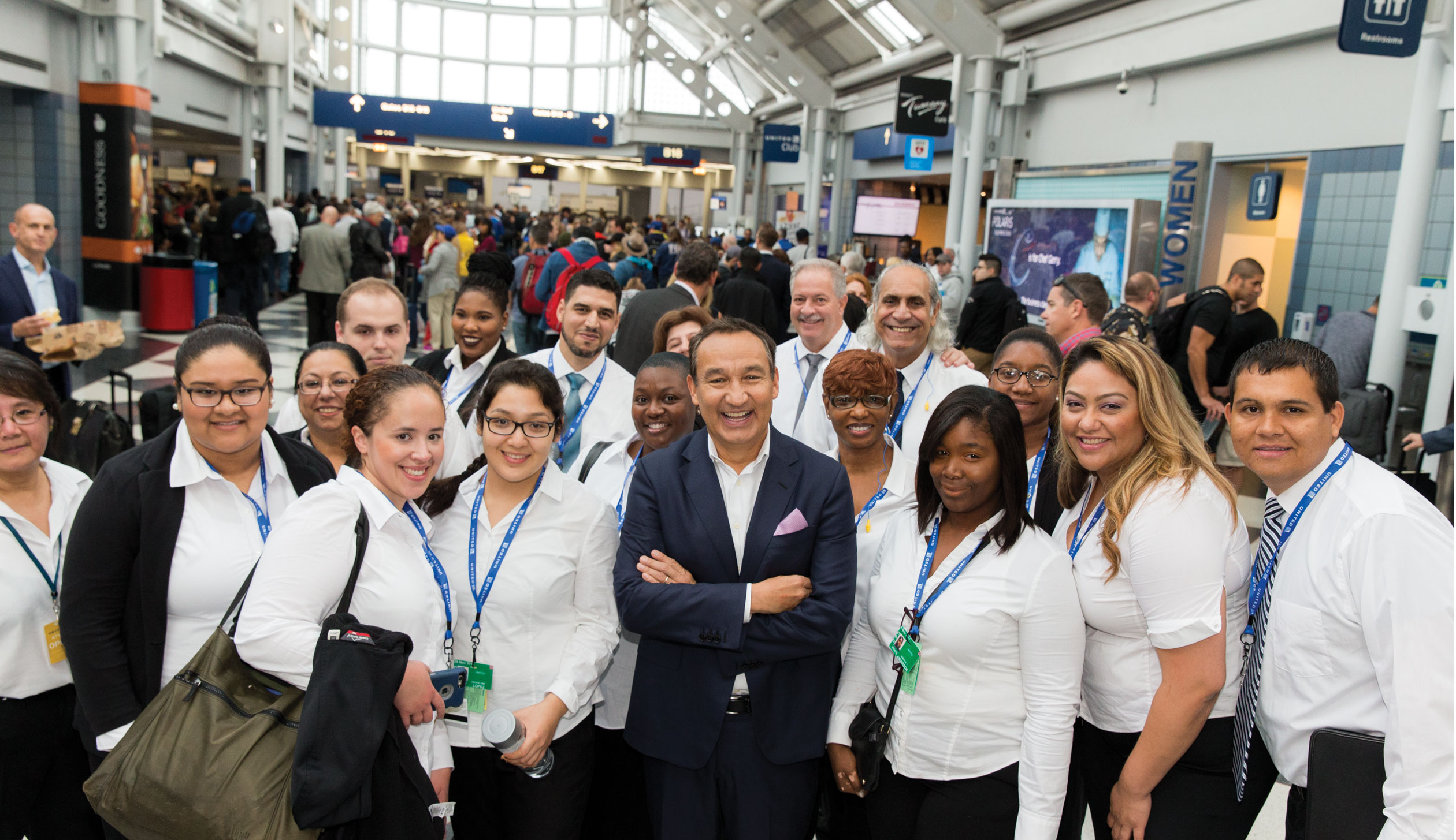 Munoz with United workers during a recent trip through O'Hare.