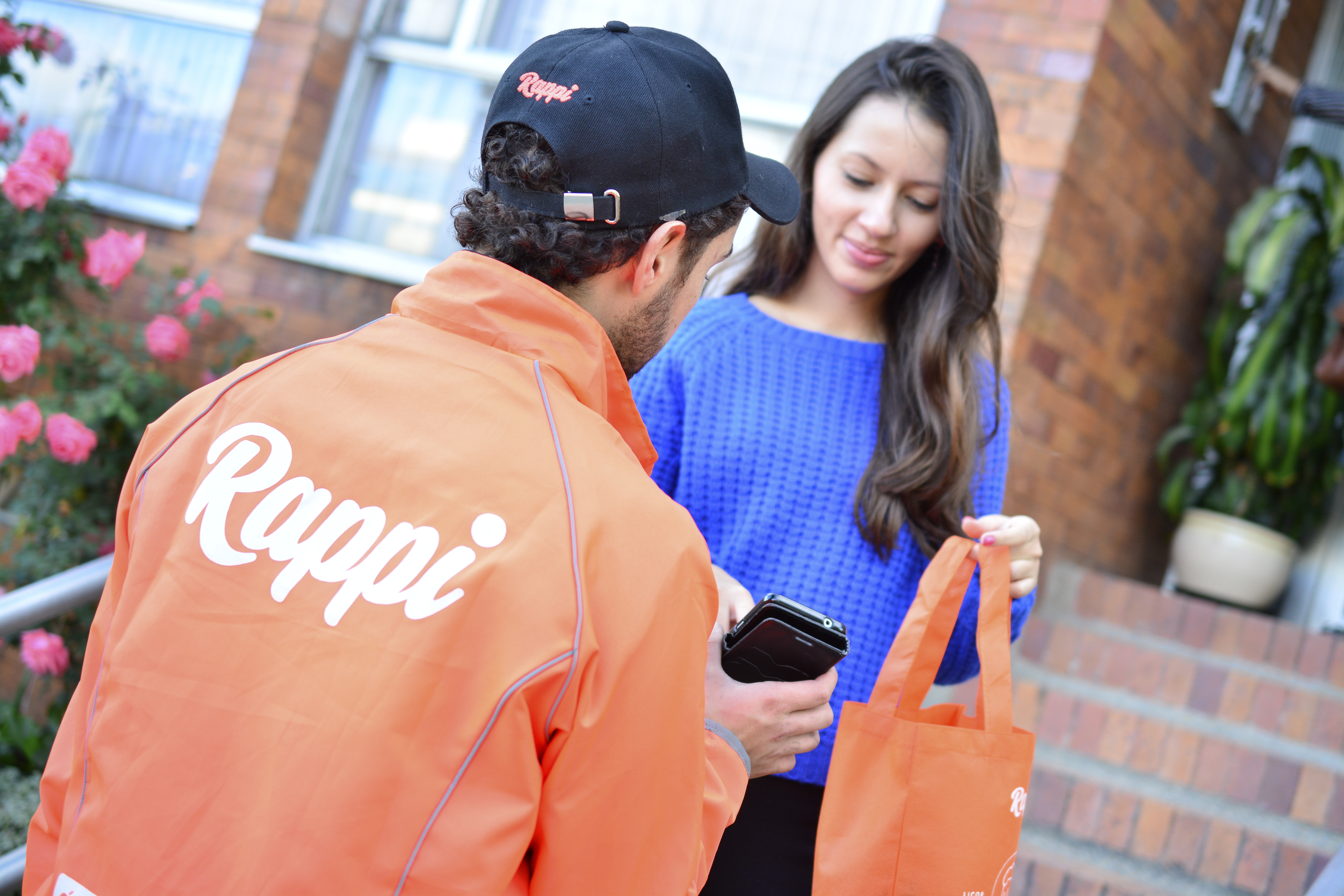 A Rappi courier delivers a customer's order.