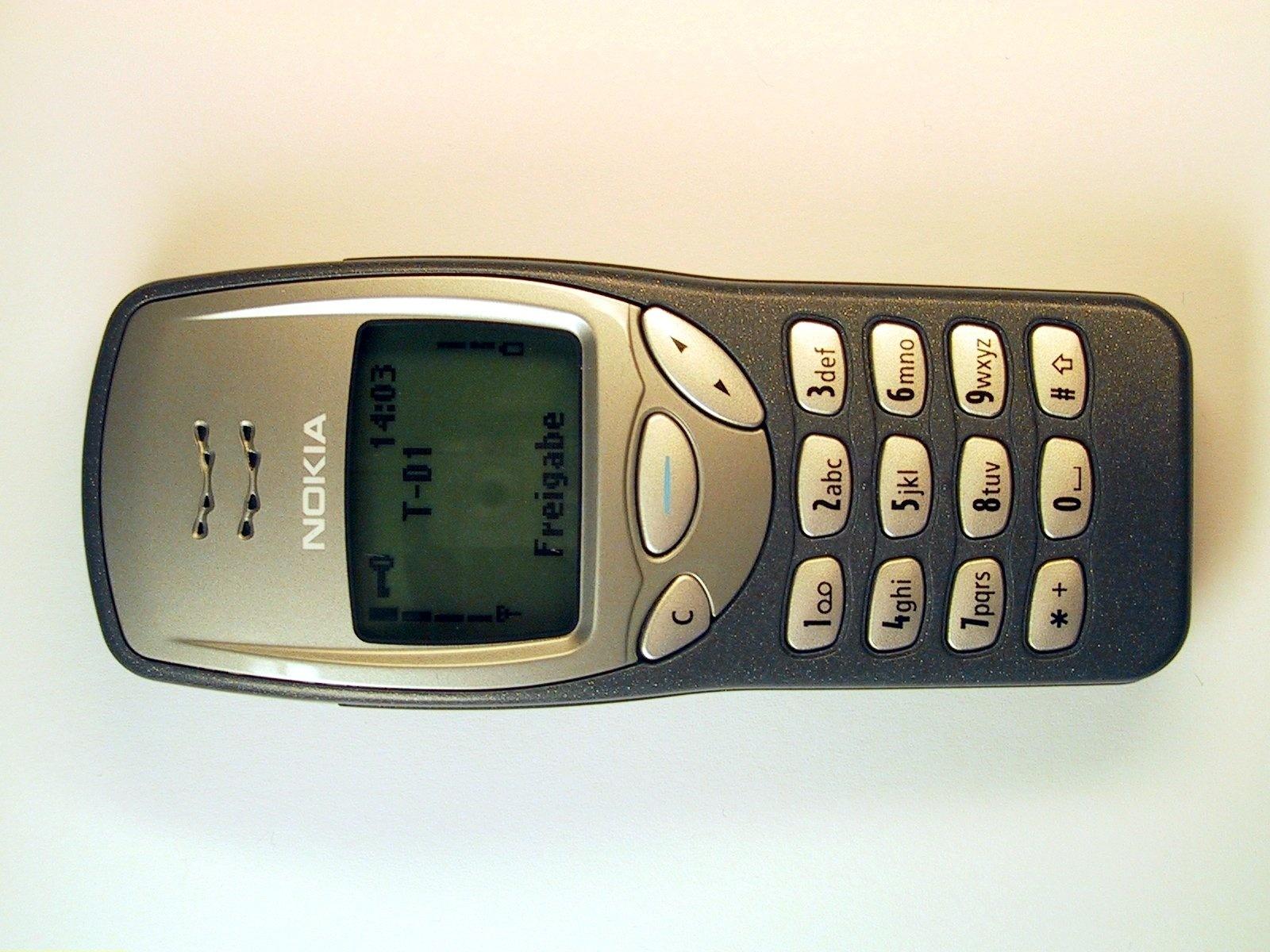 Nokia 3210 / Handy
