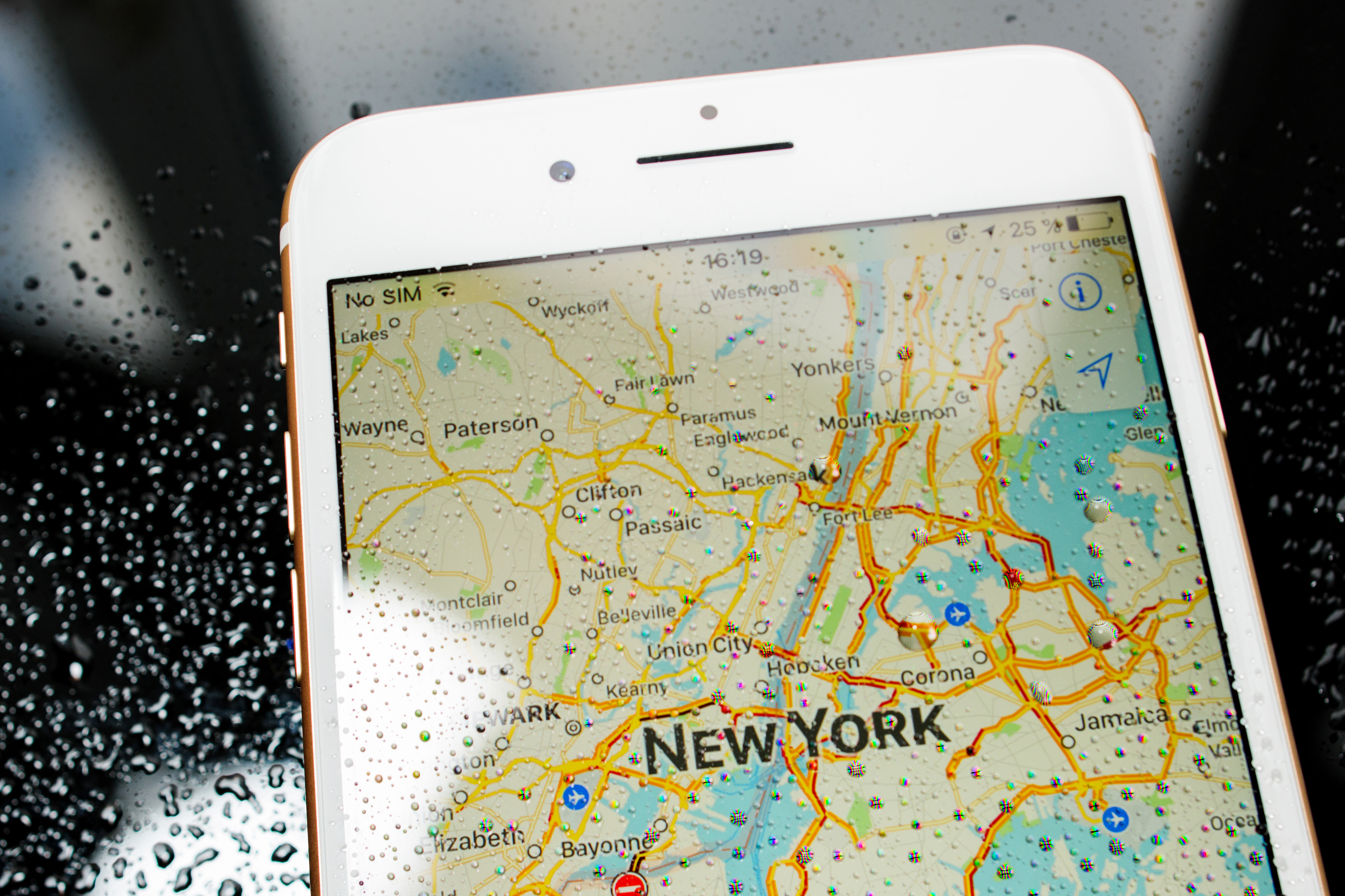 iPhone 7 Plus waterproof New York map in maps apps