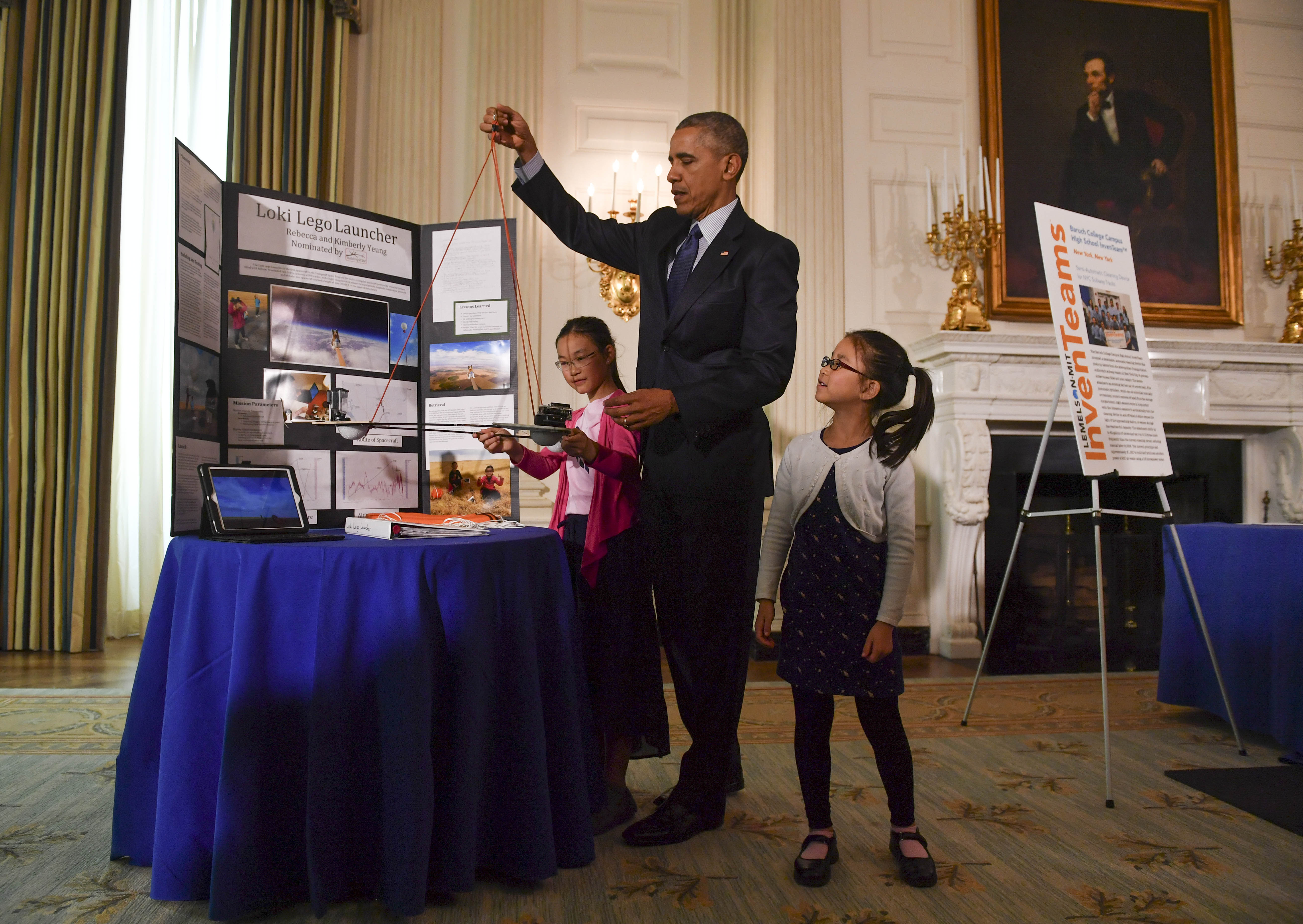 WASHINGTON, DC - APRIL 13: Sisters Kimberly, 9, right, and Rebe