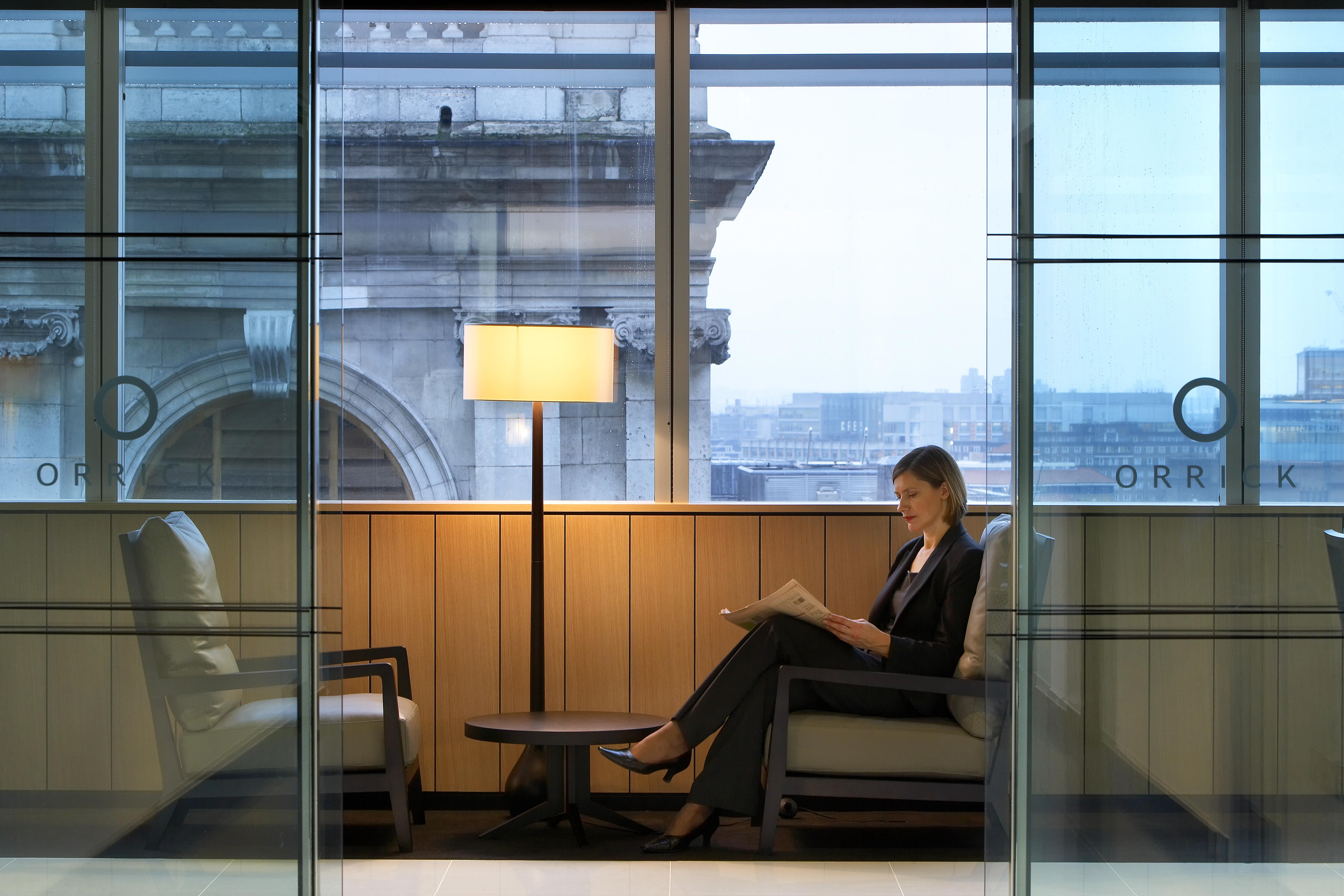 OrrickLondonUnited Kingdom Architect:  Tp Bennett 2009 Orrick, Herrington & Sutcliffe, Tp Bennett, London, Uk, 2009 Interior Shot Showing A Woman Reading In A Relaxing Seated Area
