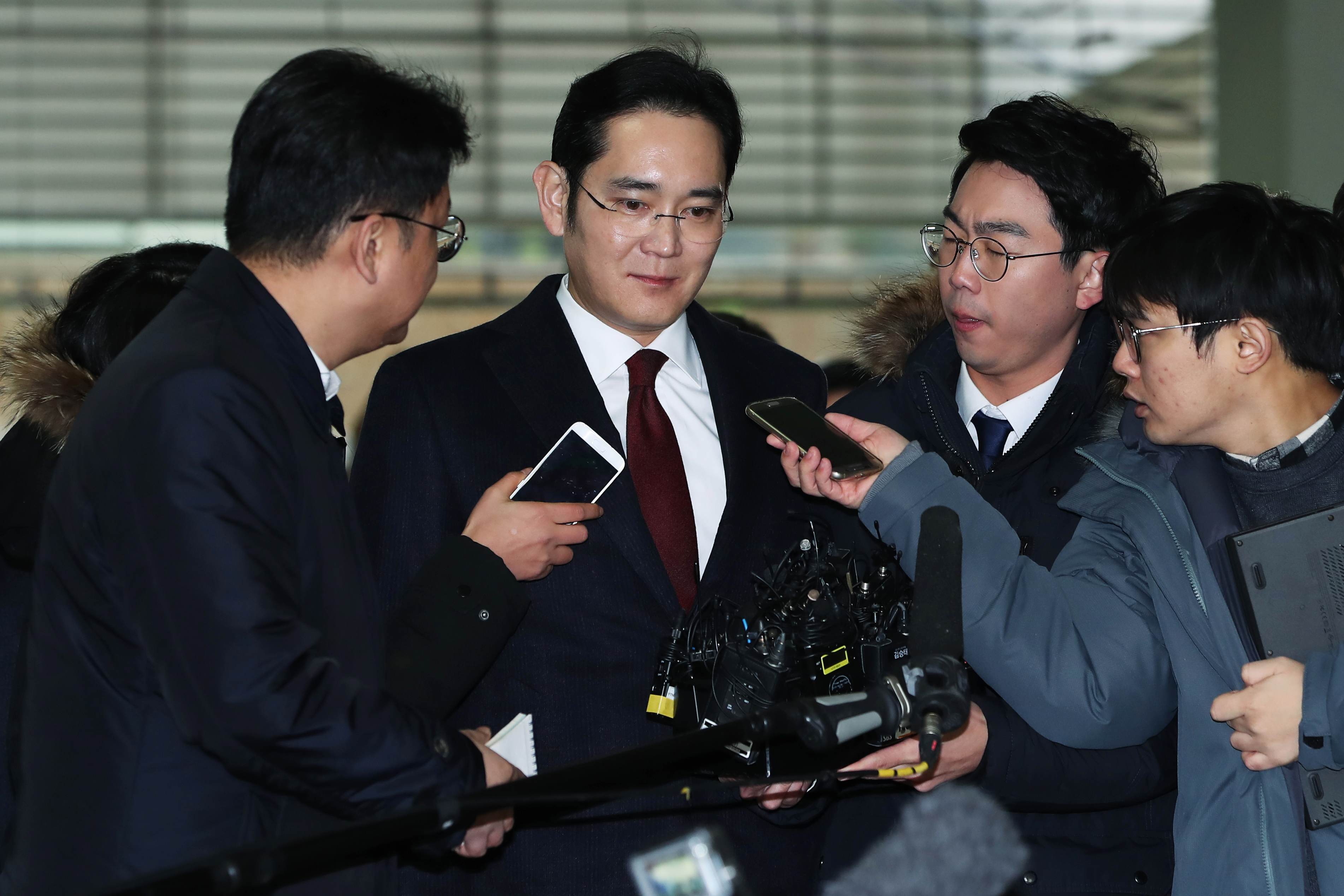Samsung Vice Chairman Jay Y. Lee Summoned to Special Prosecutor's Office in Bribery Probe