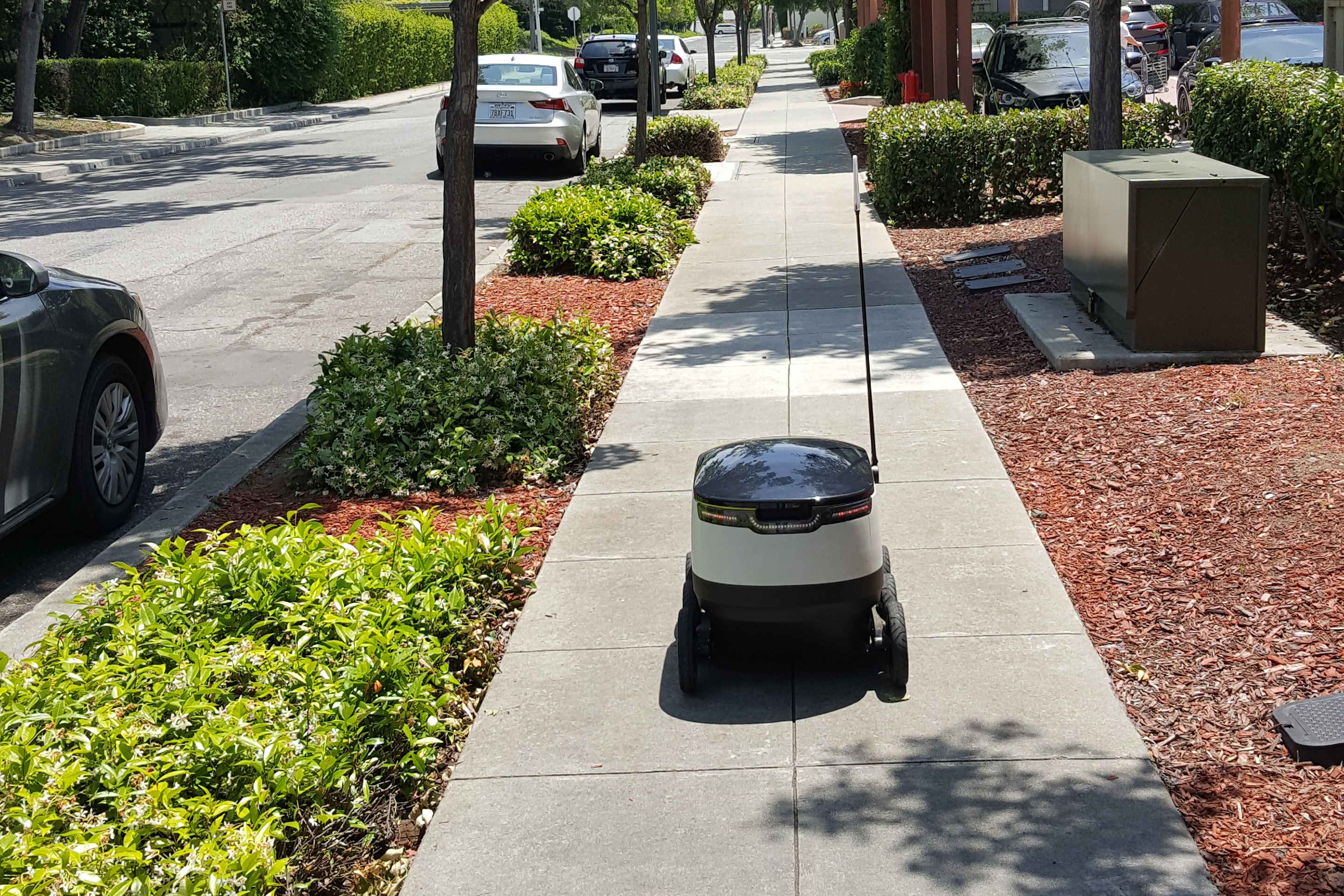 DoorDash will begin using robots to deliver food this week