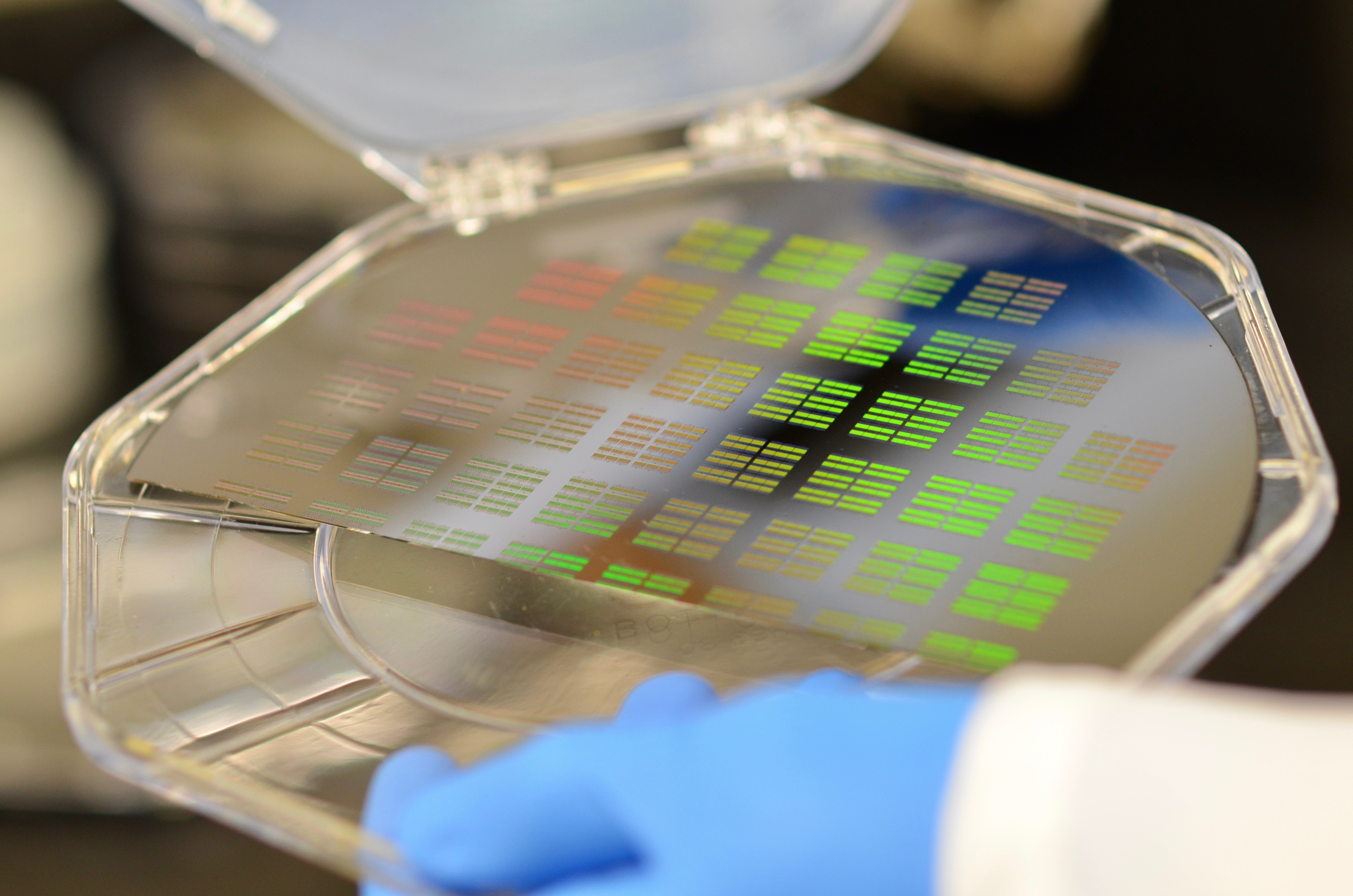 A silicon wafer will sort particles found in bodily fluids to aid early diagnoses.