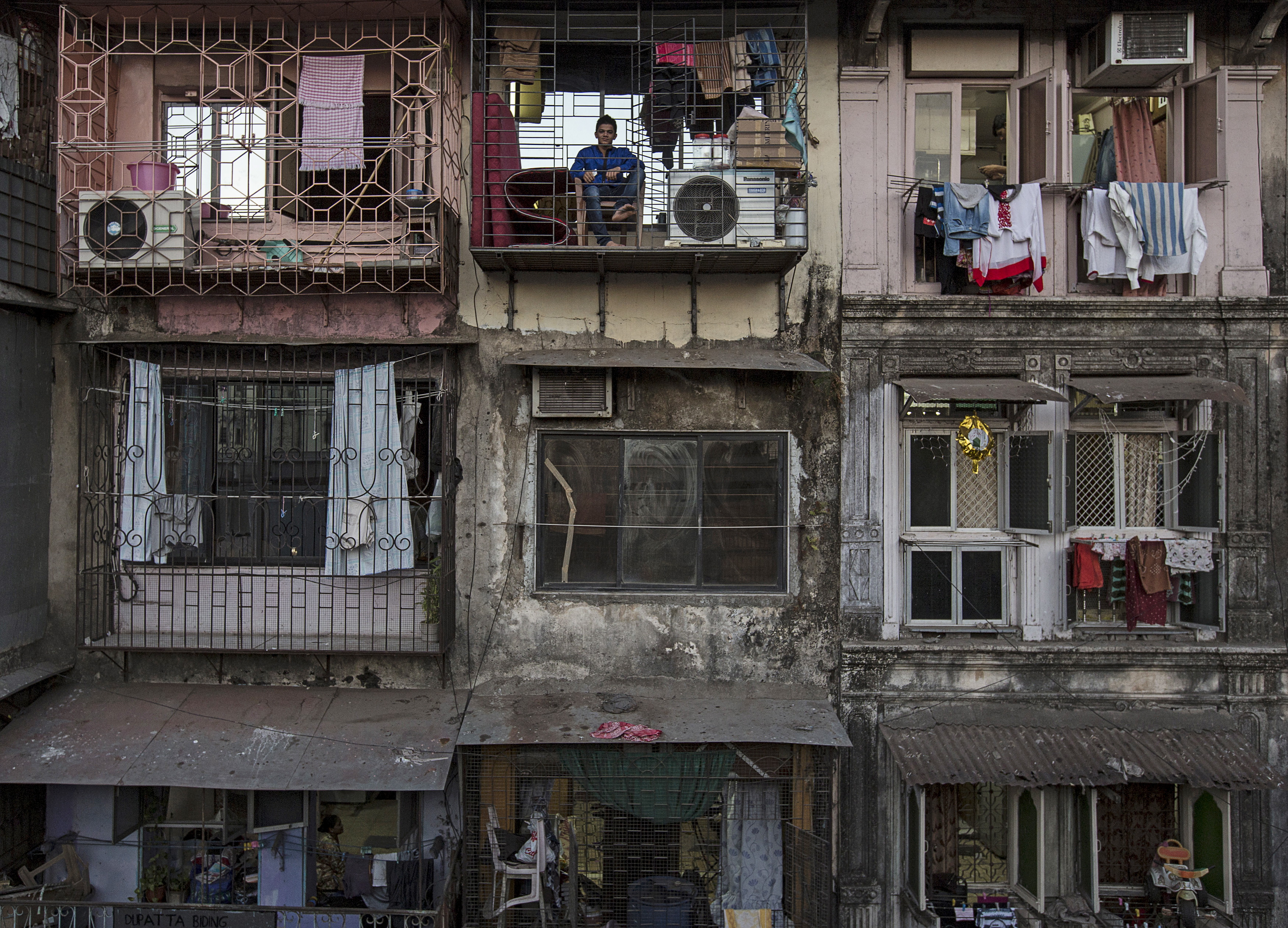 Wider Image: Renting in Mumbai Per Square Foot
