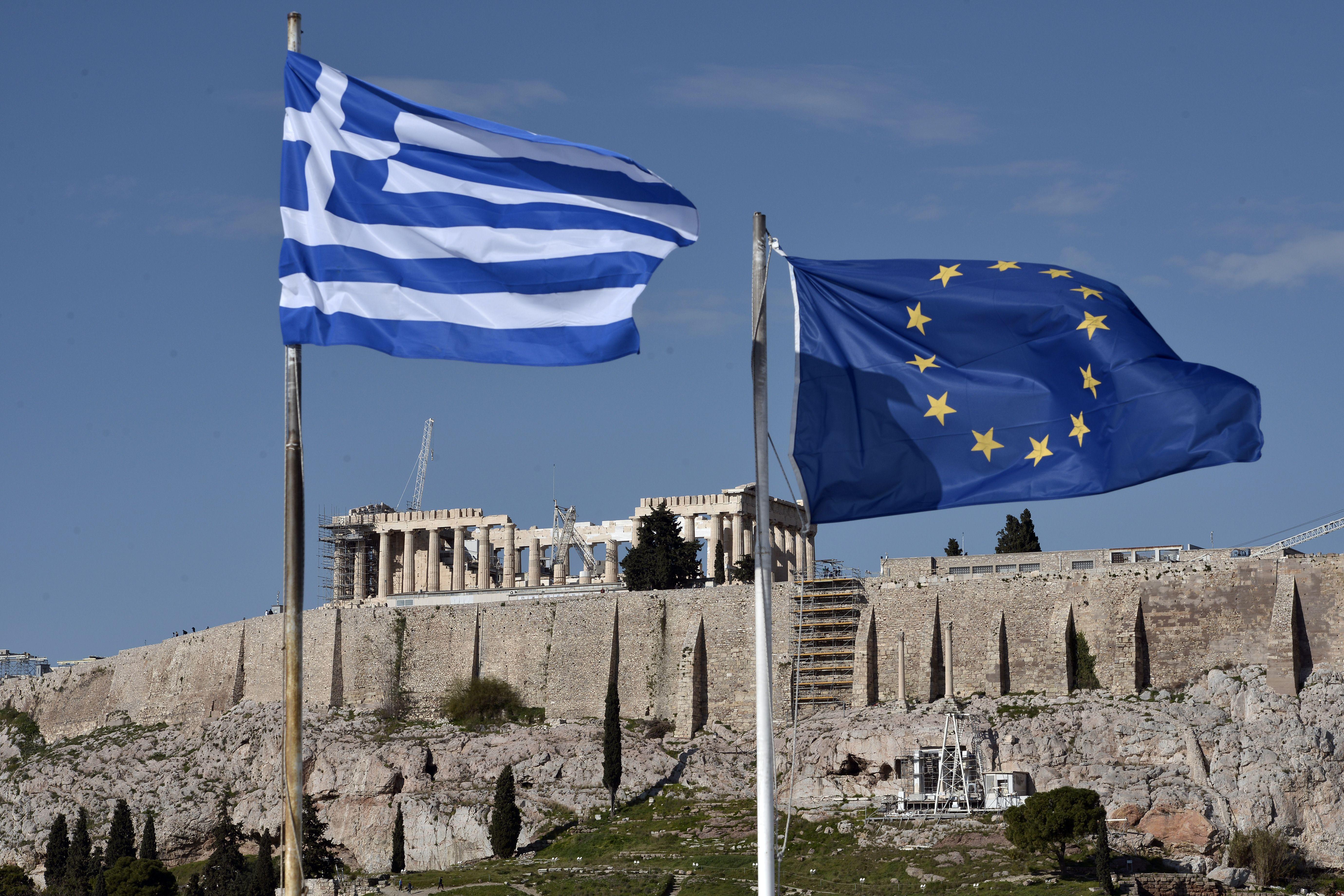 GREECE-FINANCE-ECONOMY-FLAGS