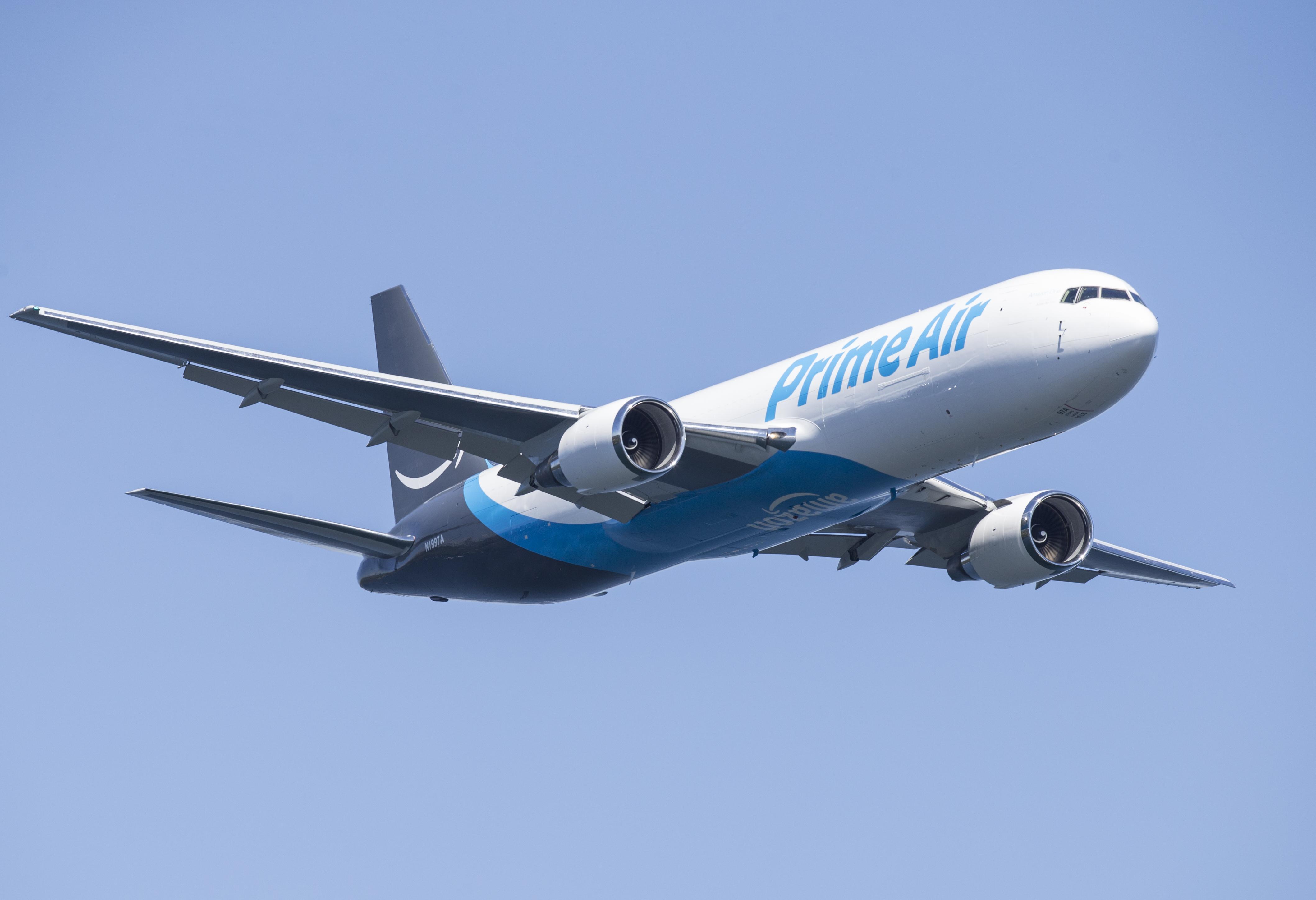 Amazon's $1 5 Billion Kentucky Air Cargo Hub Will Create 2,000 Jobs