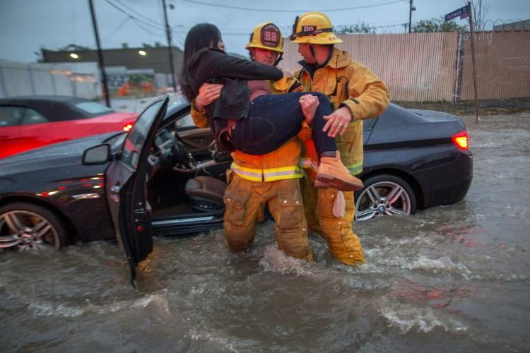 Буря предизвика наводнения, кални свлачища и евакуация в част от Калифорния (Видео)