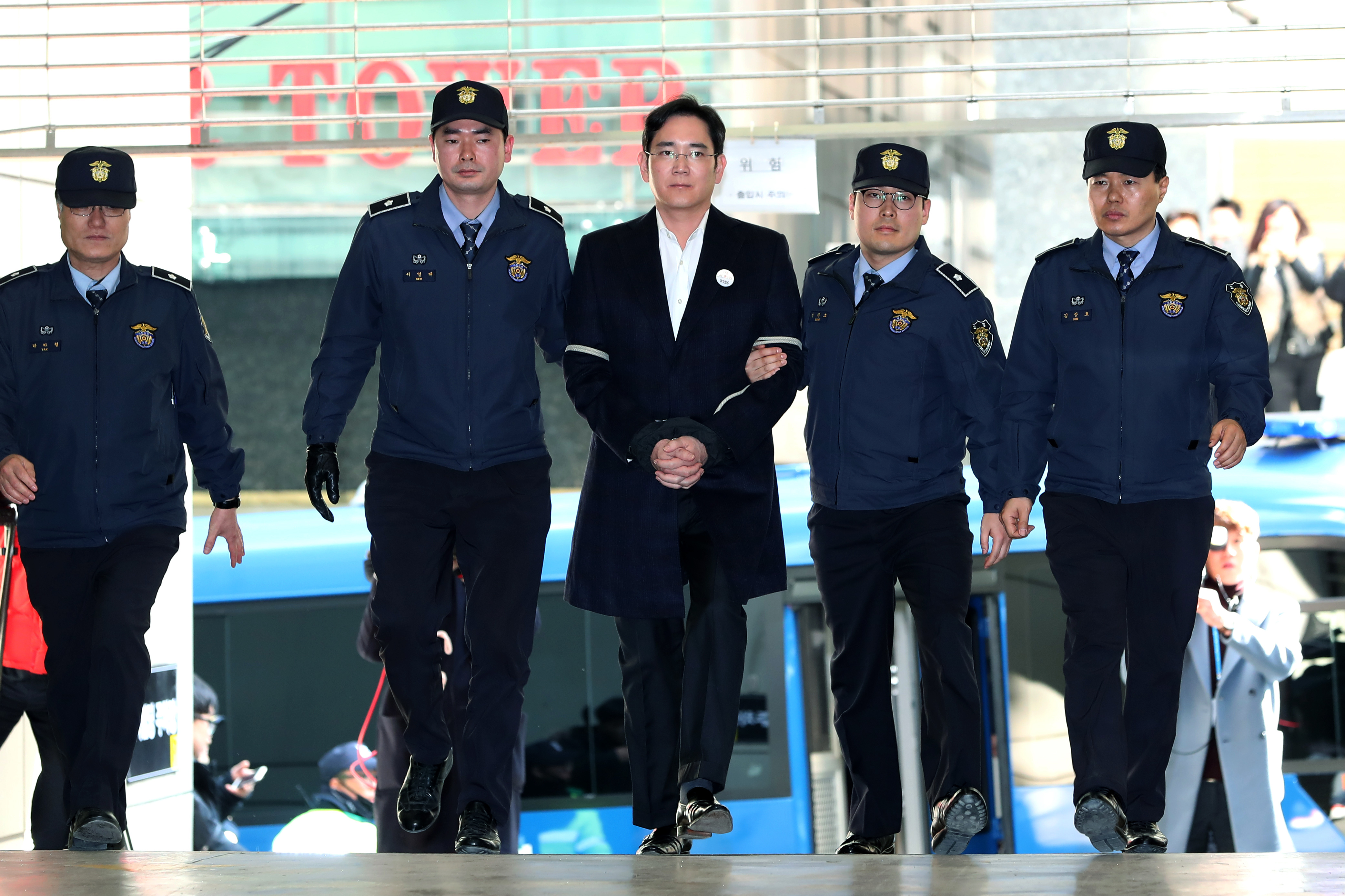 Samsung Vice Chairman Jay Y. Lee Summoned to Special Prosectuor's Office After Arrested On Bribery Allegations