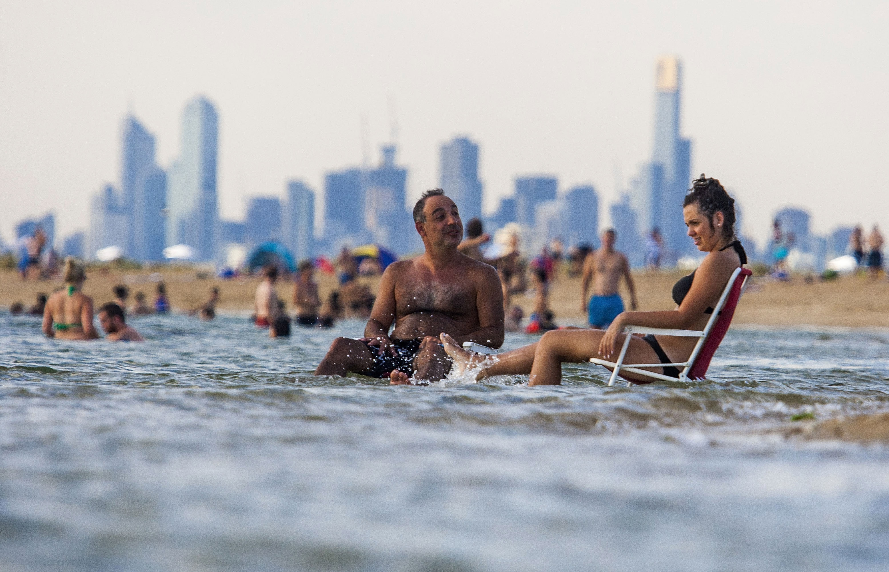 Melbournians Flock To The Beaches During Heatwave