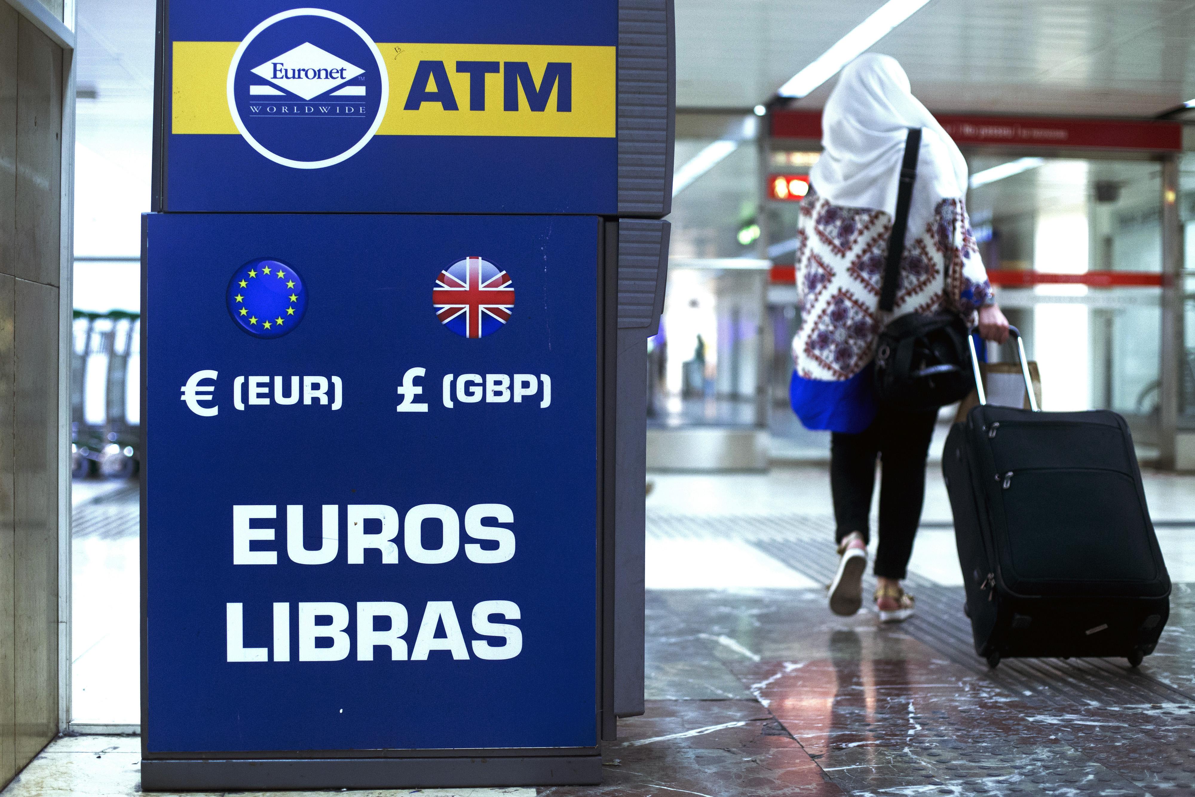 General Economy As Spaniards Raise Toast To Recovery